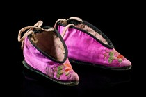 Silk shoes, Curiosities