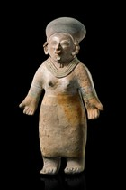 Standing female figure, Ecuador, Jamacoaque