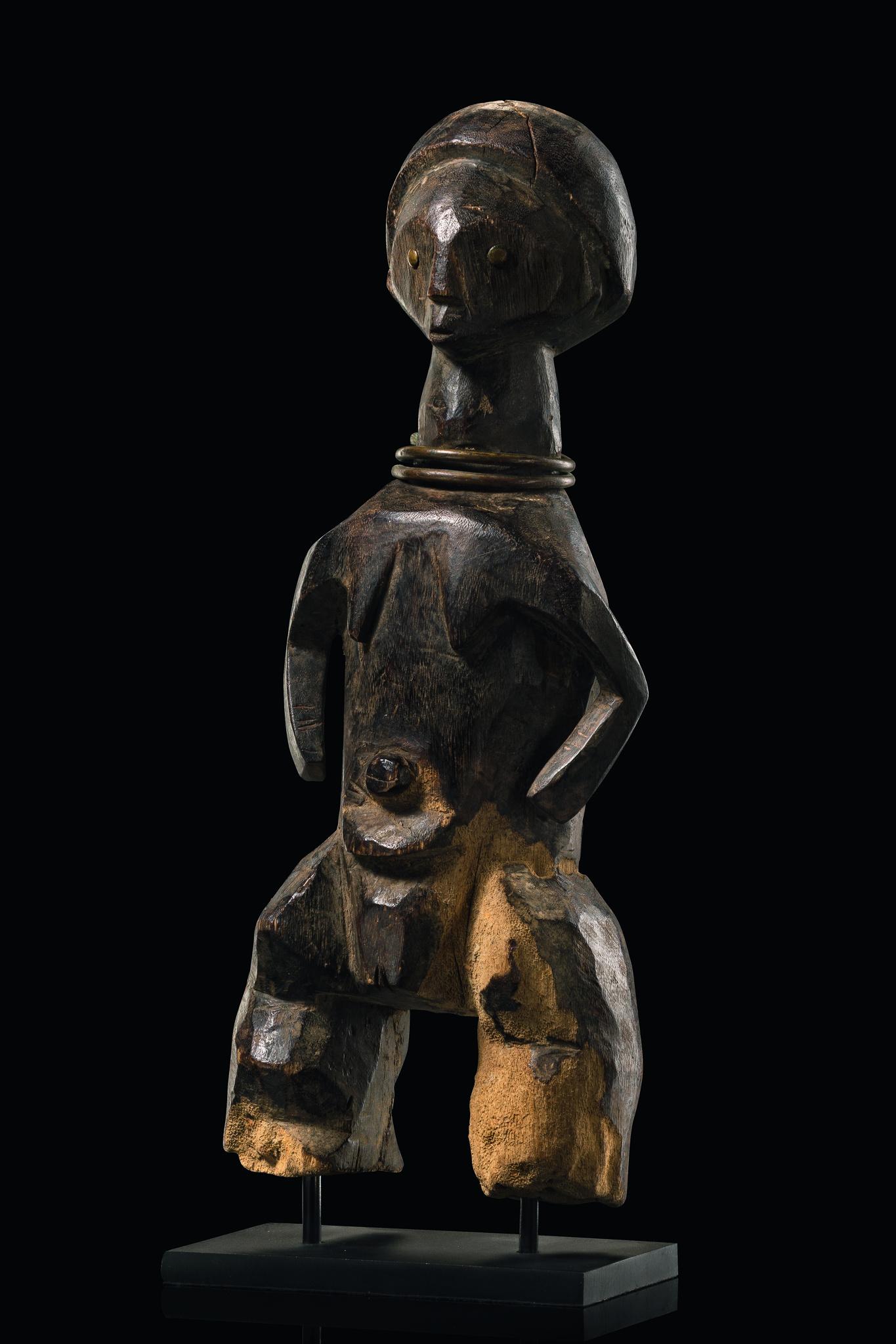 Standing female figure - Auctionhouse Zemanek-Münster