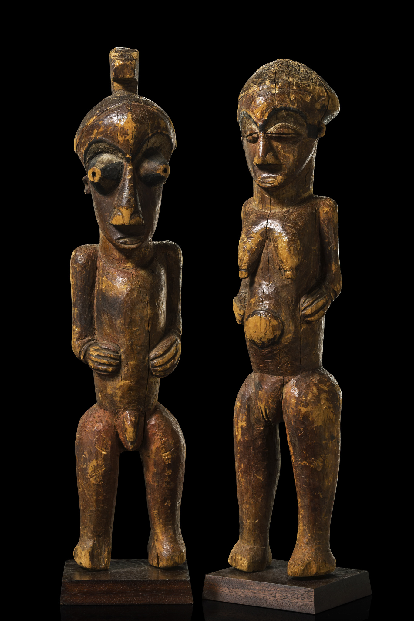 Stehendes männlich/weibliches Figurenpaar