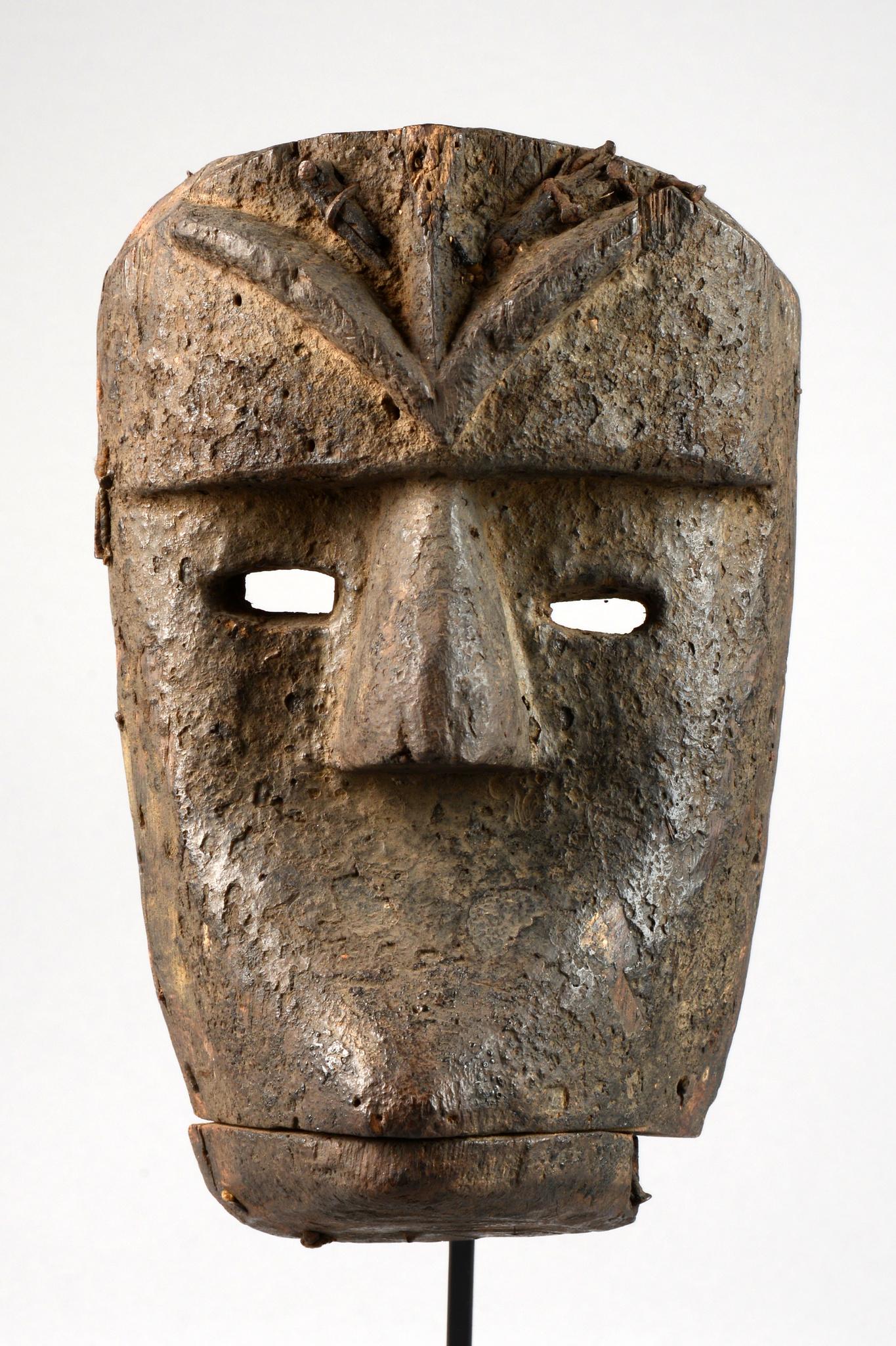 Maske mit Klappkiefer