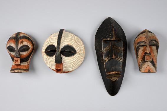 Vier Masken