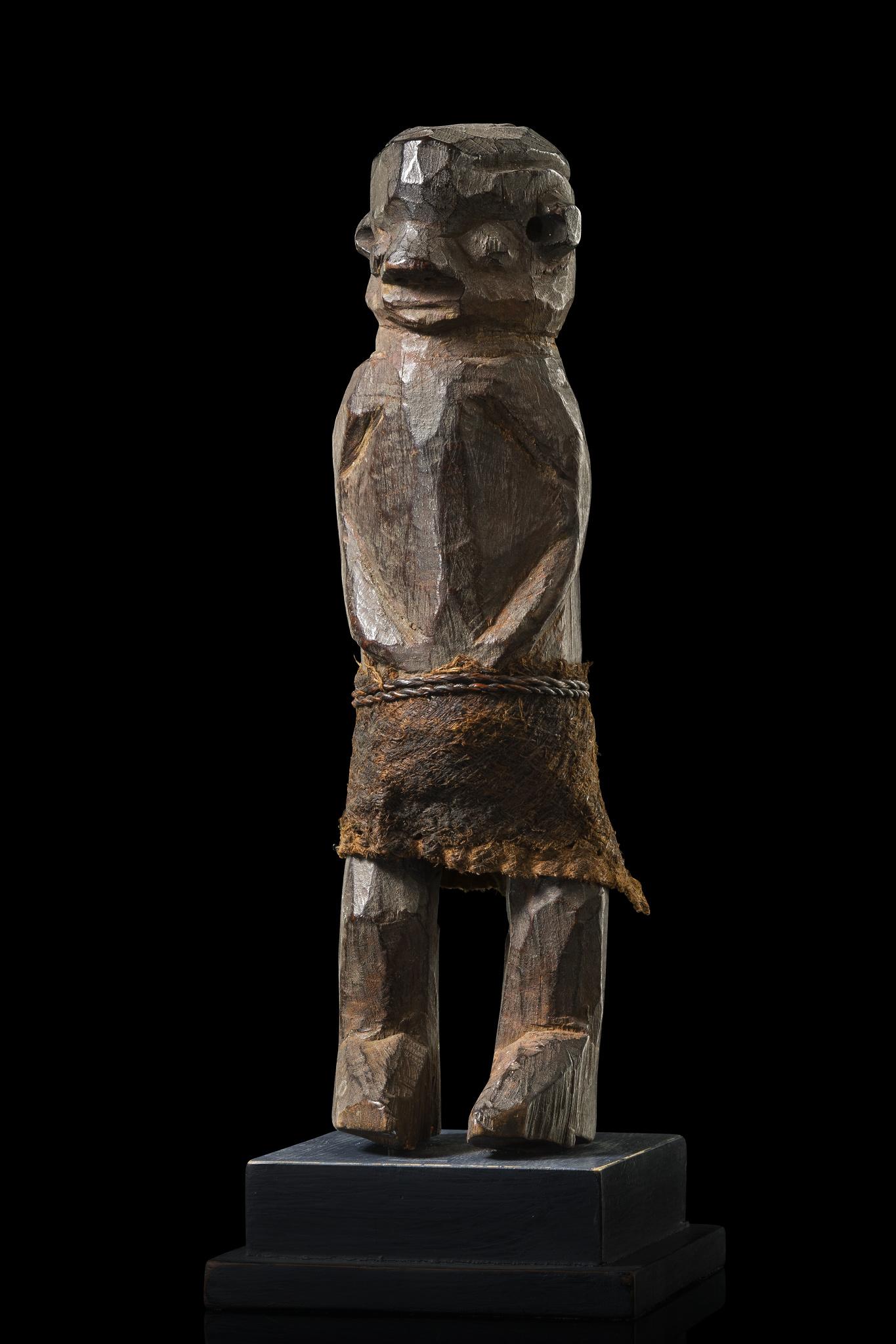 Standing figure - Auctionhouse Zemanek-Münster