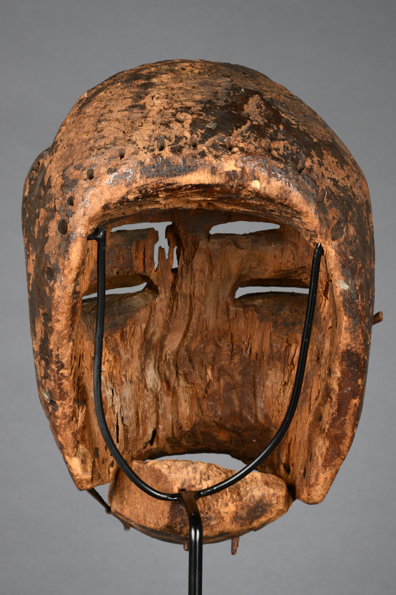 Mask with hinged jaw