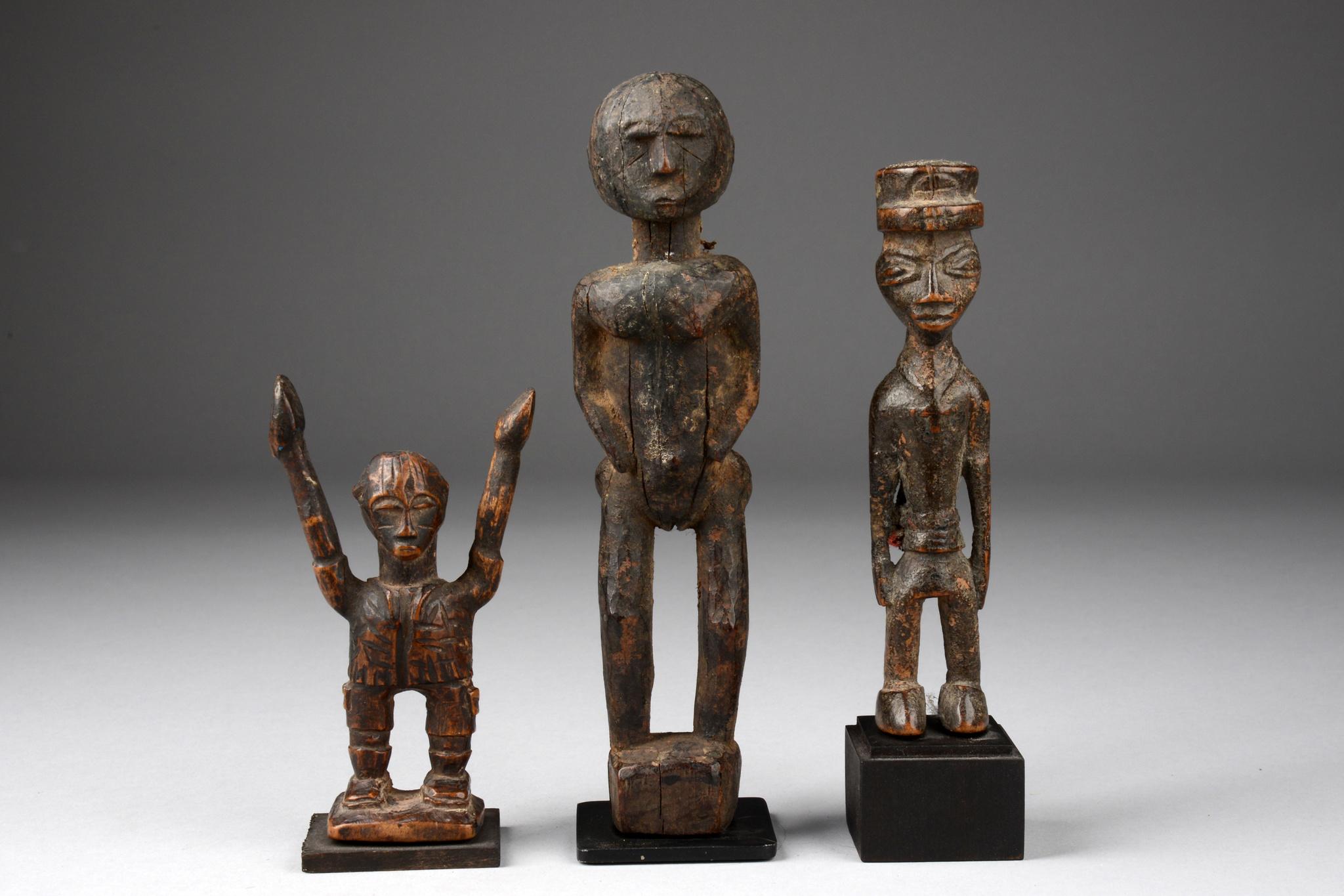 Drei anthropomorphe Miniaturfiguren