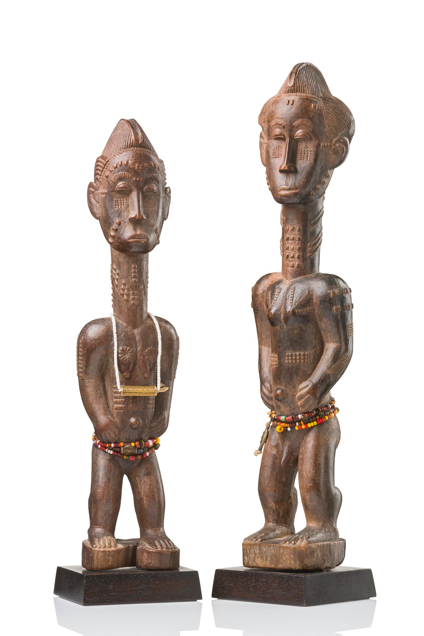 """Pair of figures """"asie usu"""""""