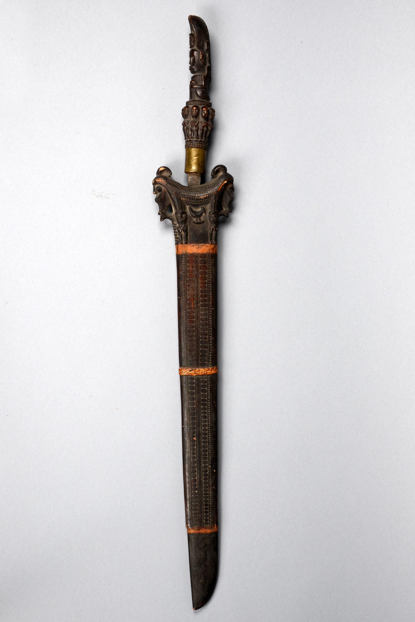 Schwert mit Futteral