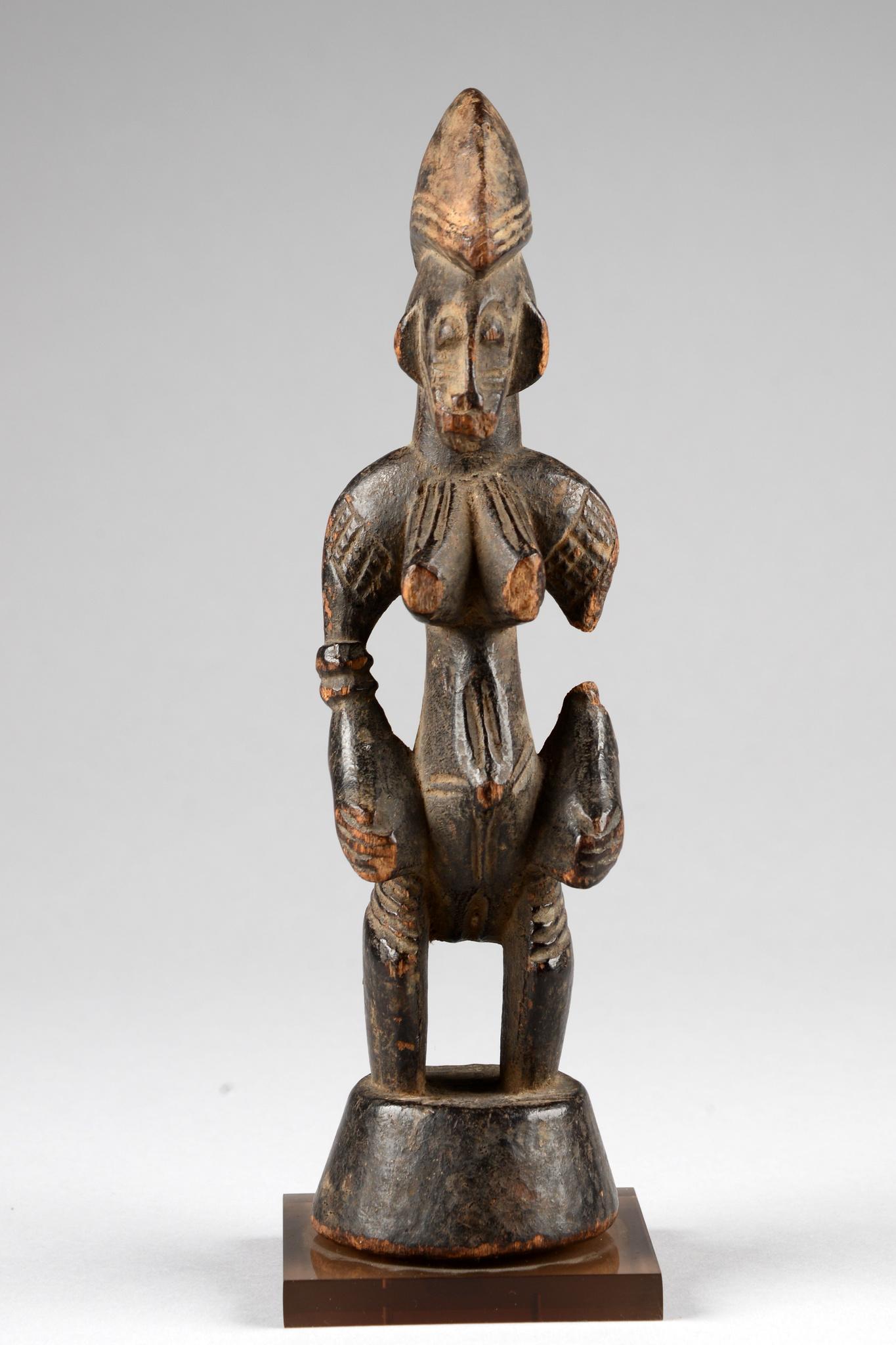 "Standing female figure ""tugubele"""