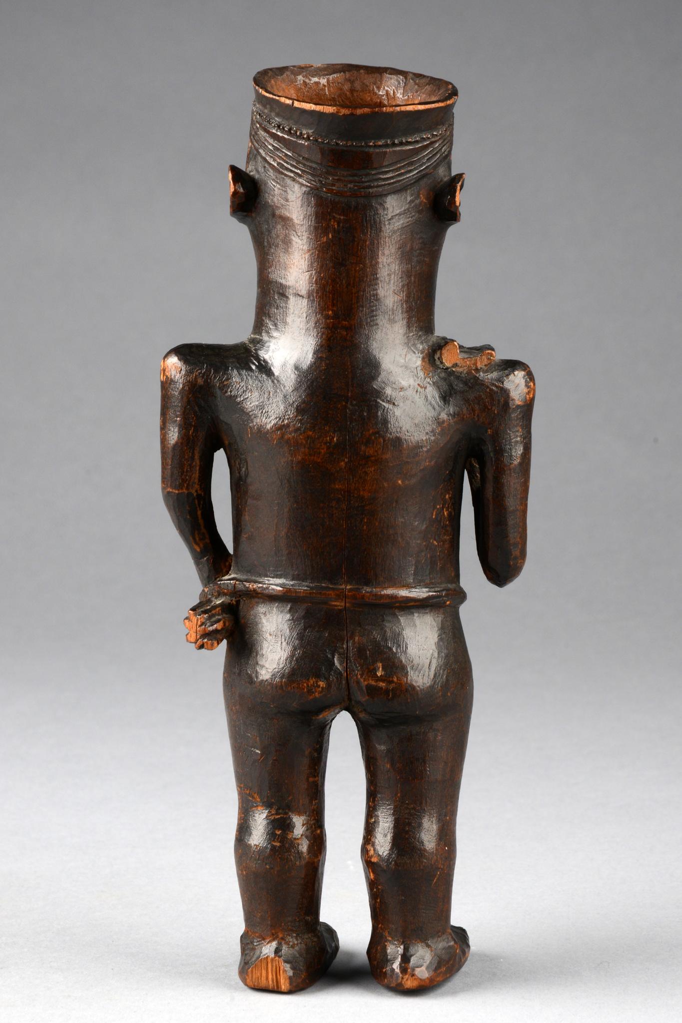 Trinkbecher In Gestalt einer stehenden männlichen Figur