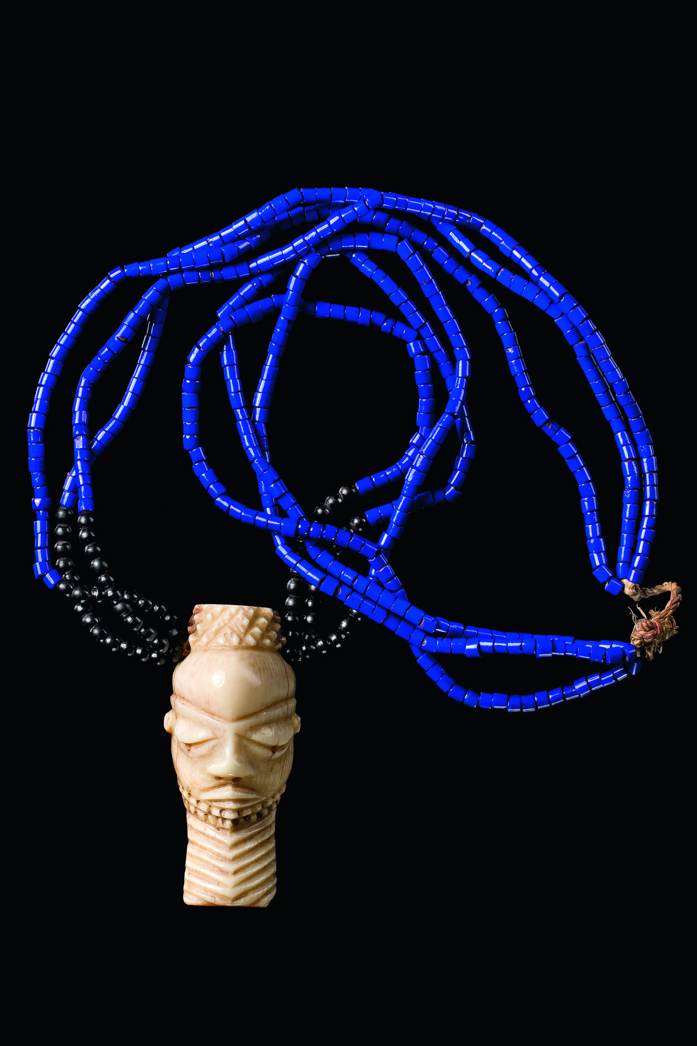 "Collier avec masque amulette anthropomorphe ""ikoko"""