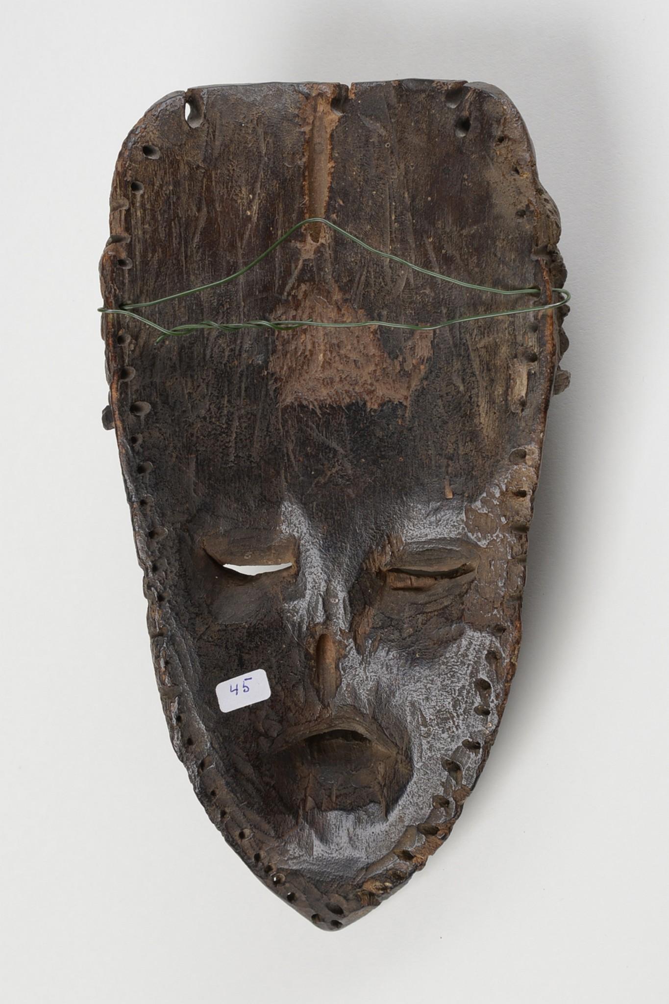 """Maske """"geh-naw"""""""