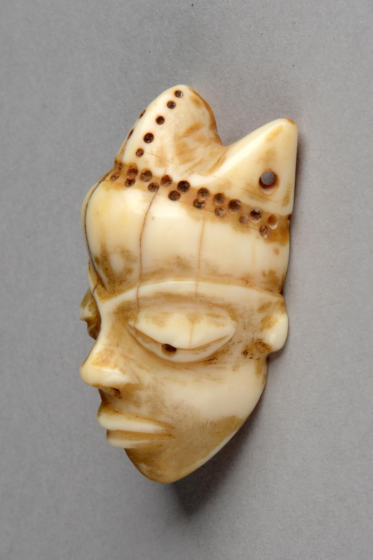 """Masque miniature anthropomorphe """"ikoko"""""""