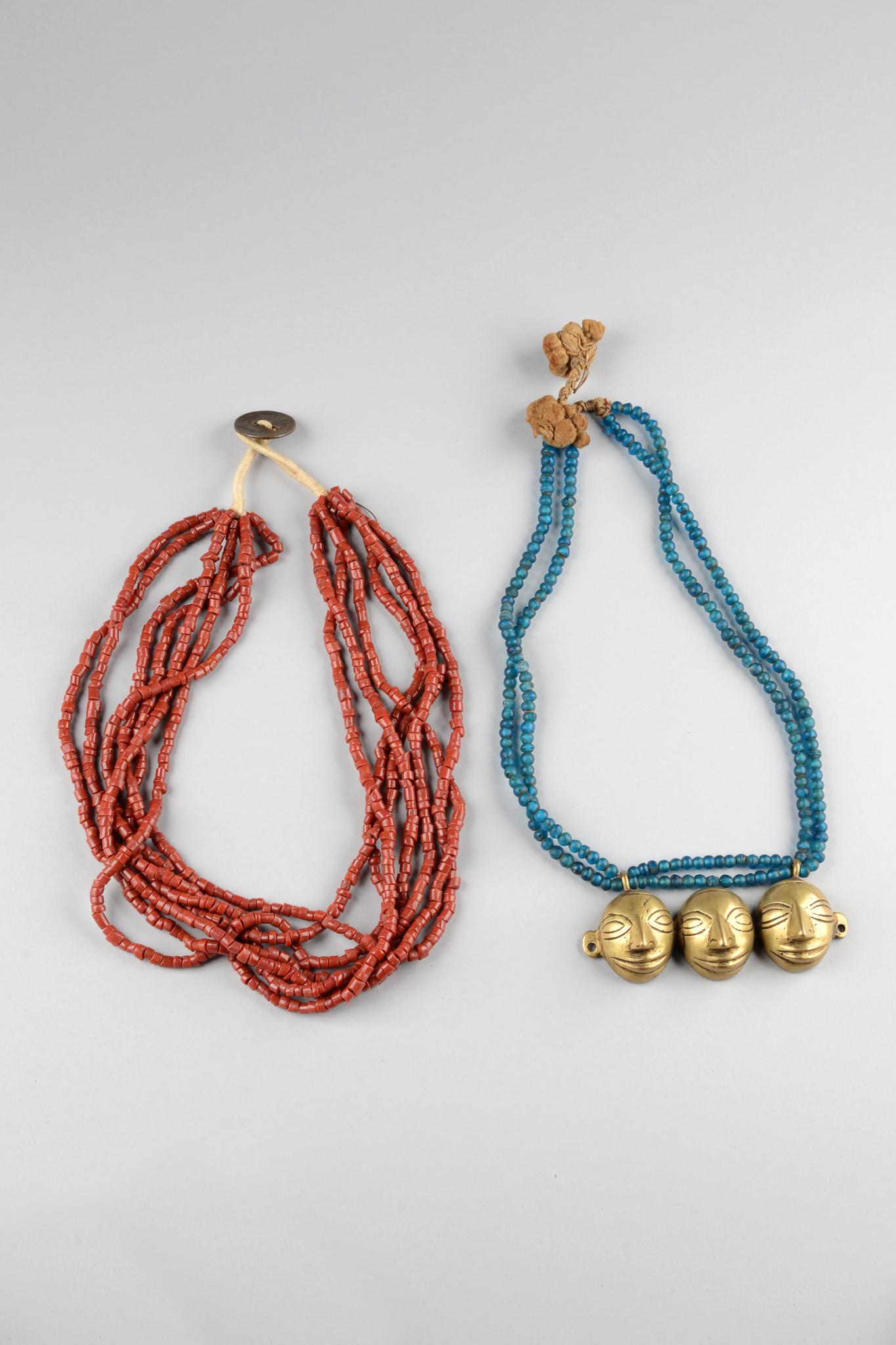 Zwei Halsketten