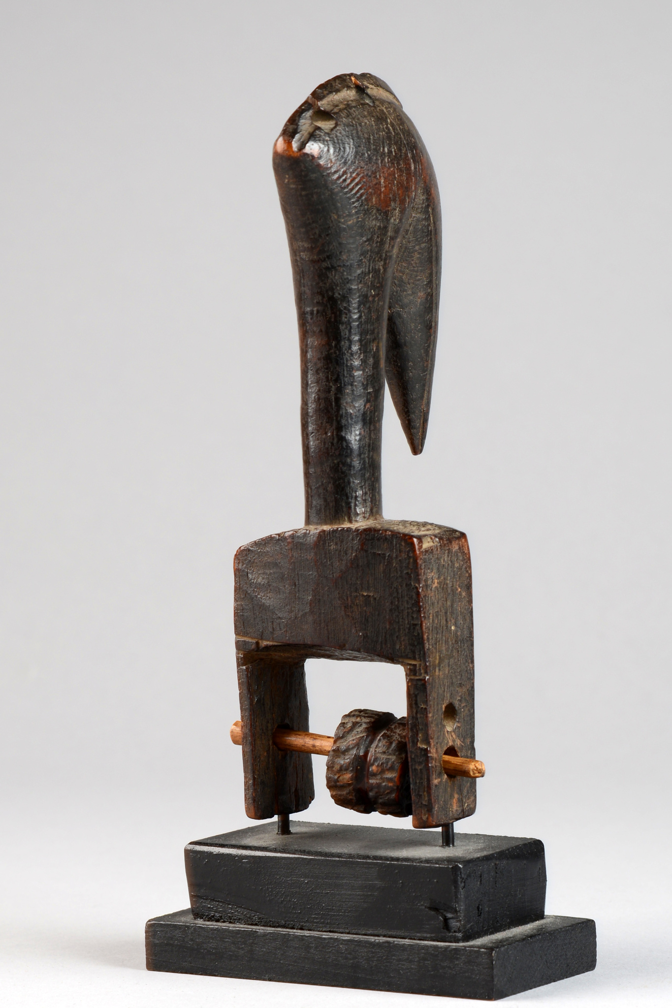 Webrollenhalter mit Nashornvogelkopf