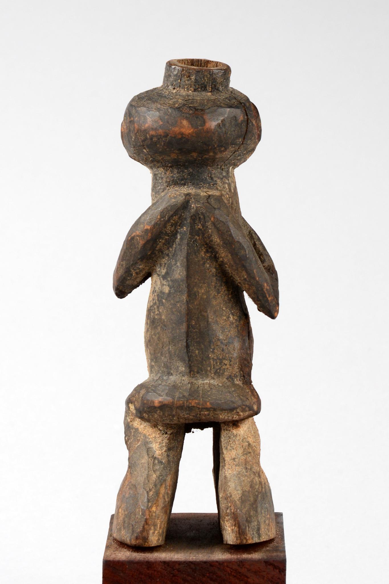 """Standing female figure """"tadep"""""""