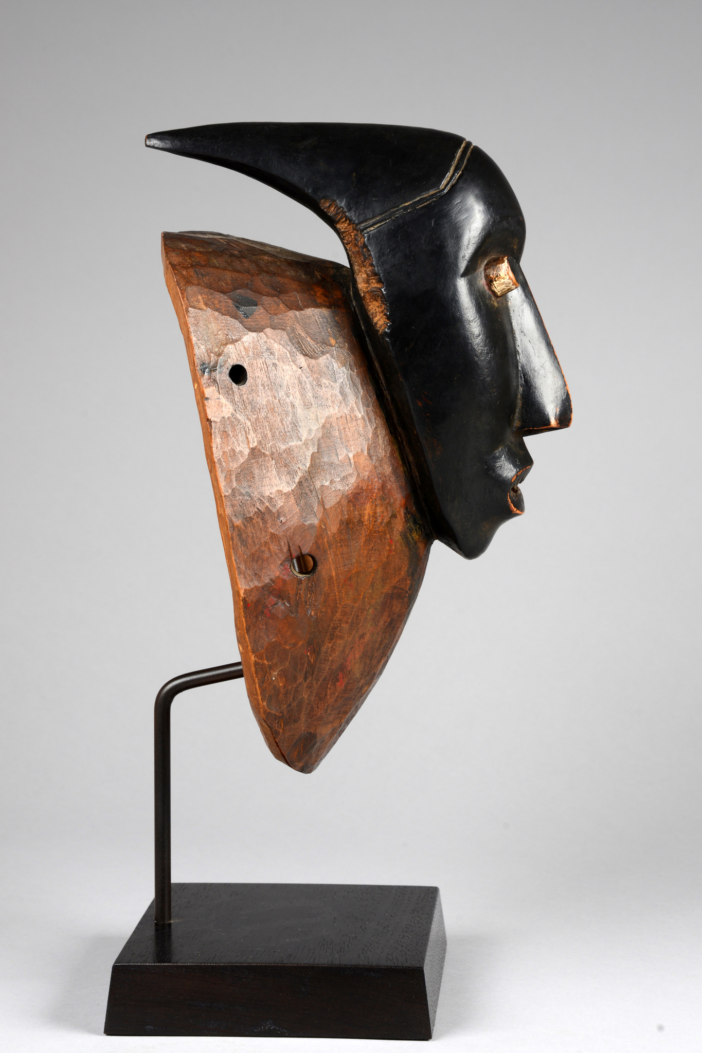 "Mask with horns ""konon buene"""