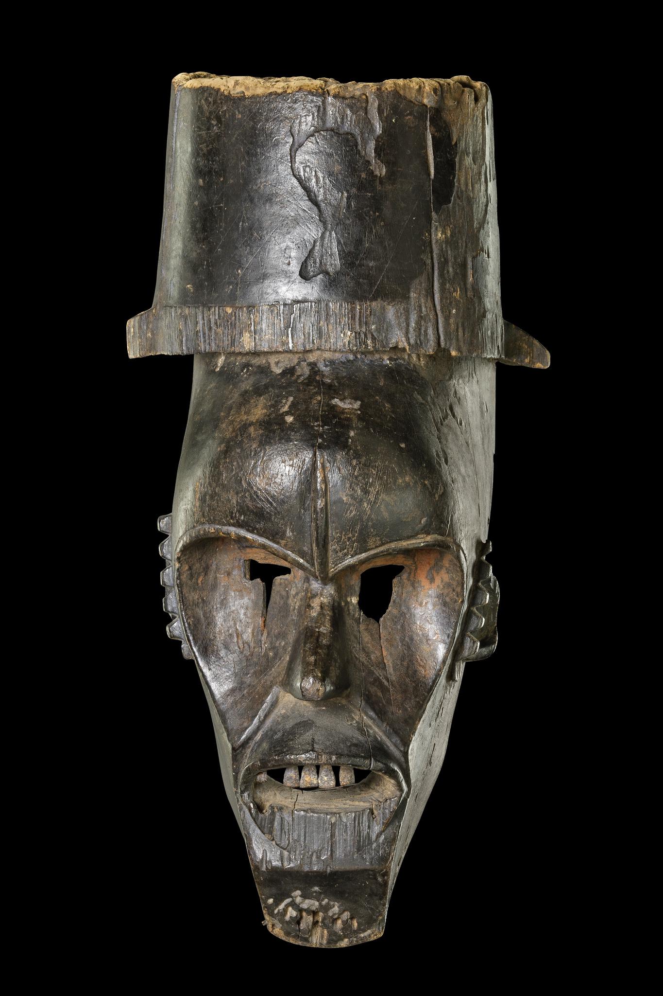 Maske mit Hut