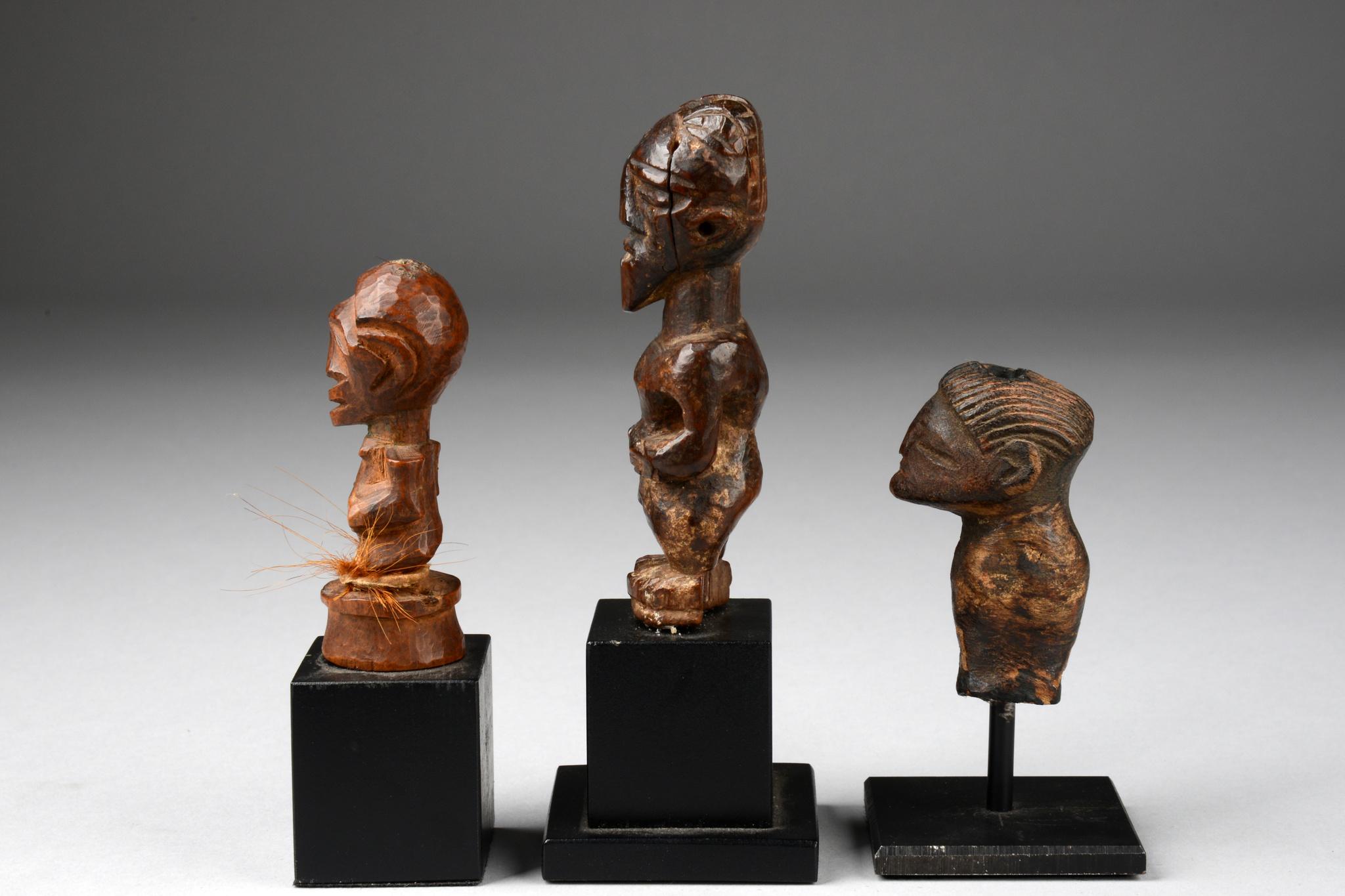 "Zwei Miniatur-Fetischfiguren ""nkisi"" und figurales Fragment"