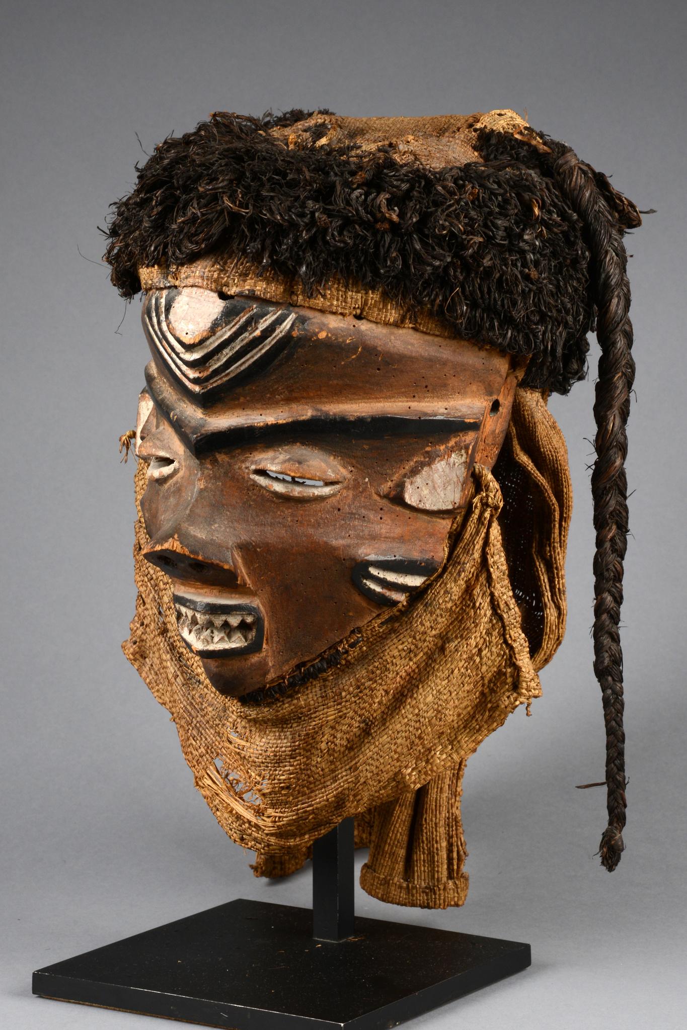 "Maske ""mbuya"""