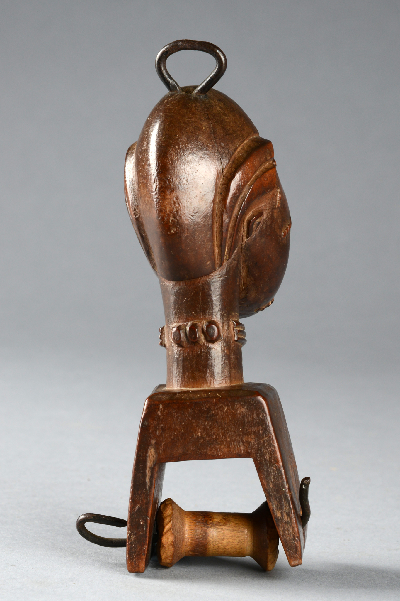 Heddle pulley with anthropomorphic head