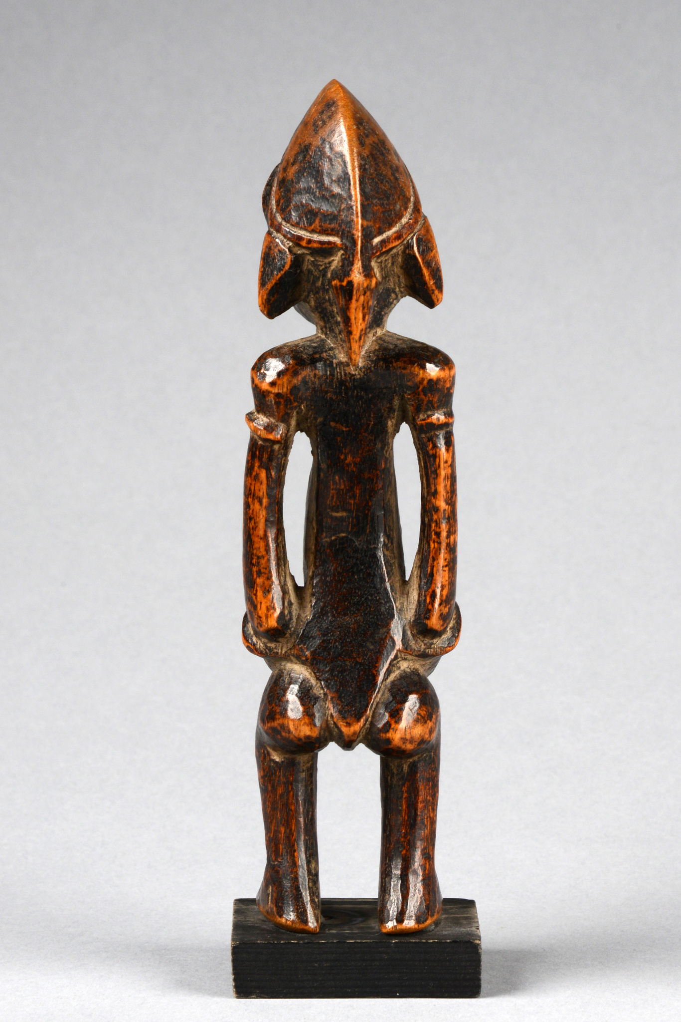 "Standing female figure ""tugubele"""