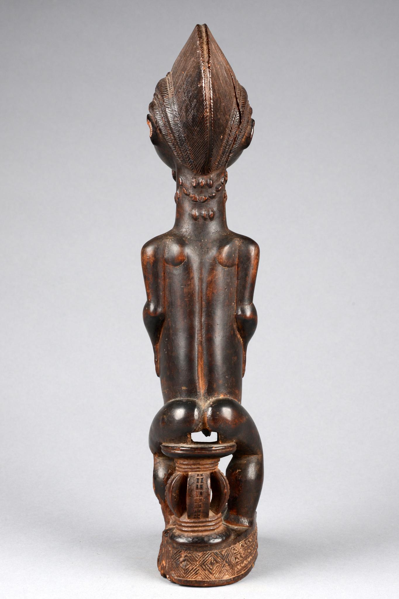 """Figure masculine intronisée du """"trésor de Saléfoué"""", avant 1910"""