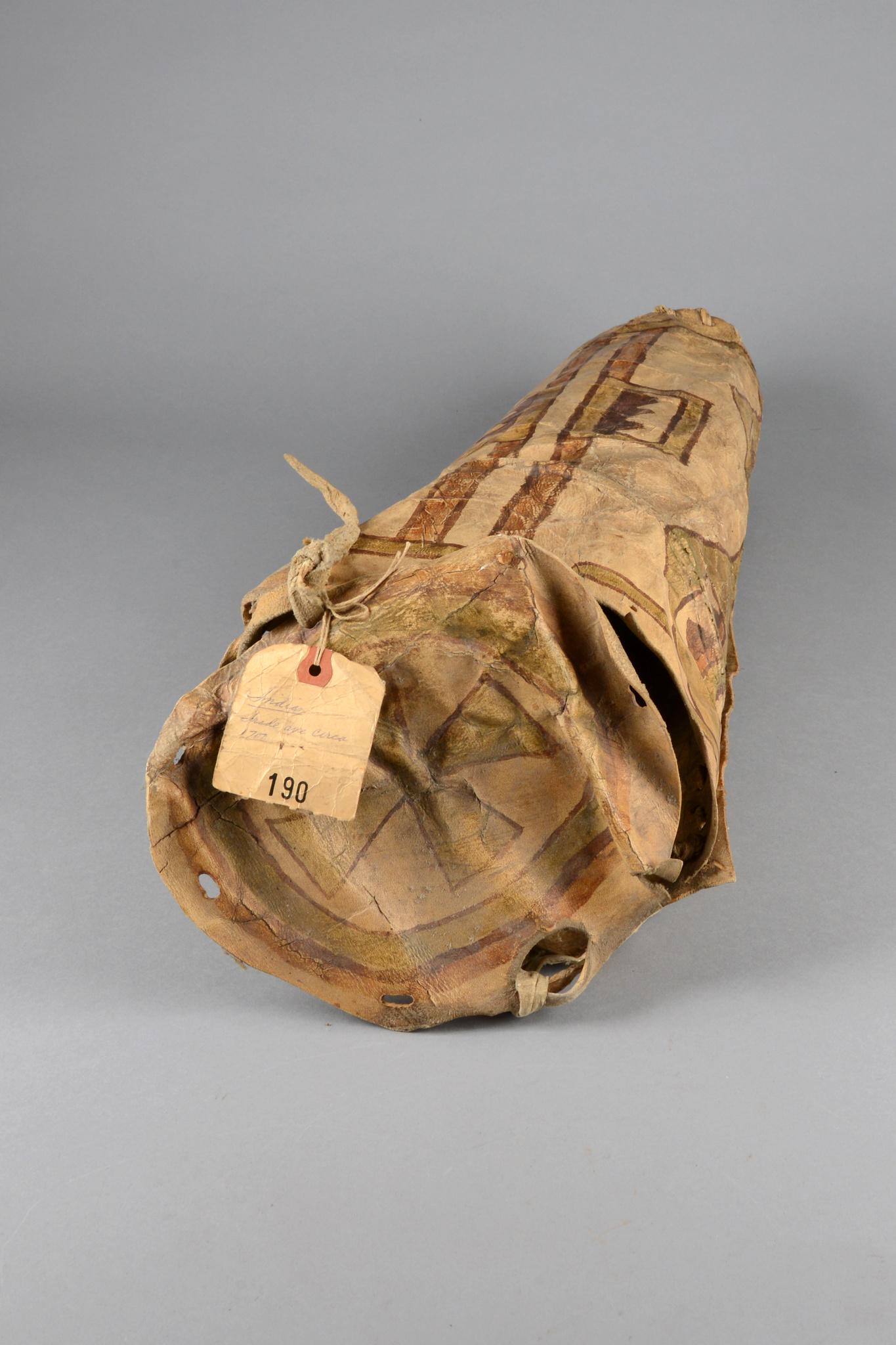 "Behälter für Kopfschmuck (""war bonnet""), um 1880 - 1920"