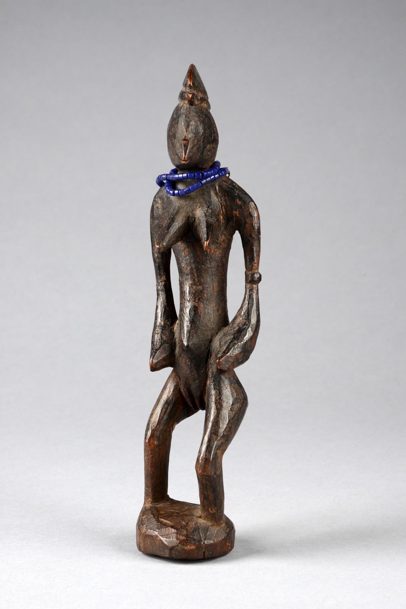 Kleine stehende weibliche Figur