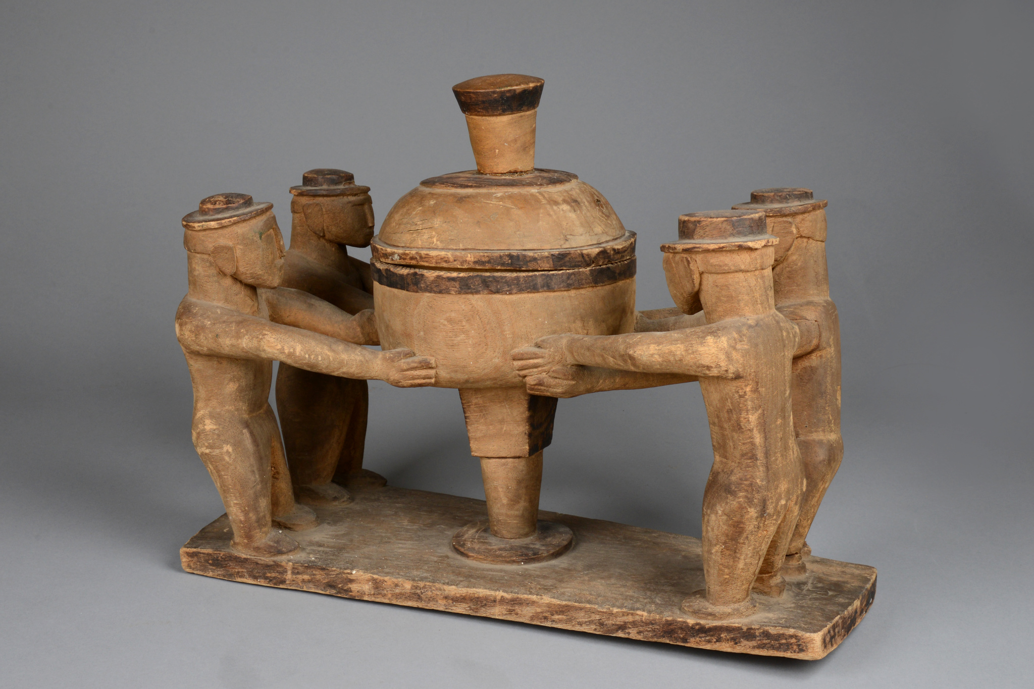 Figural group with sacrificial bowl, 19th/beginning of 20th century