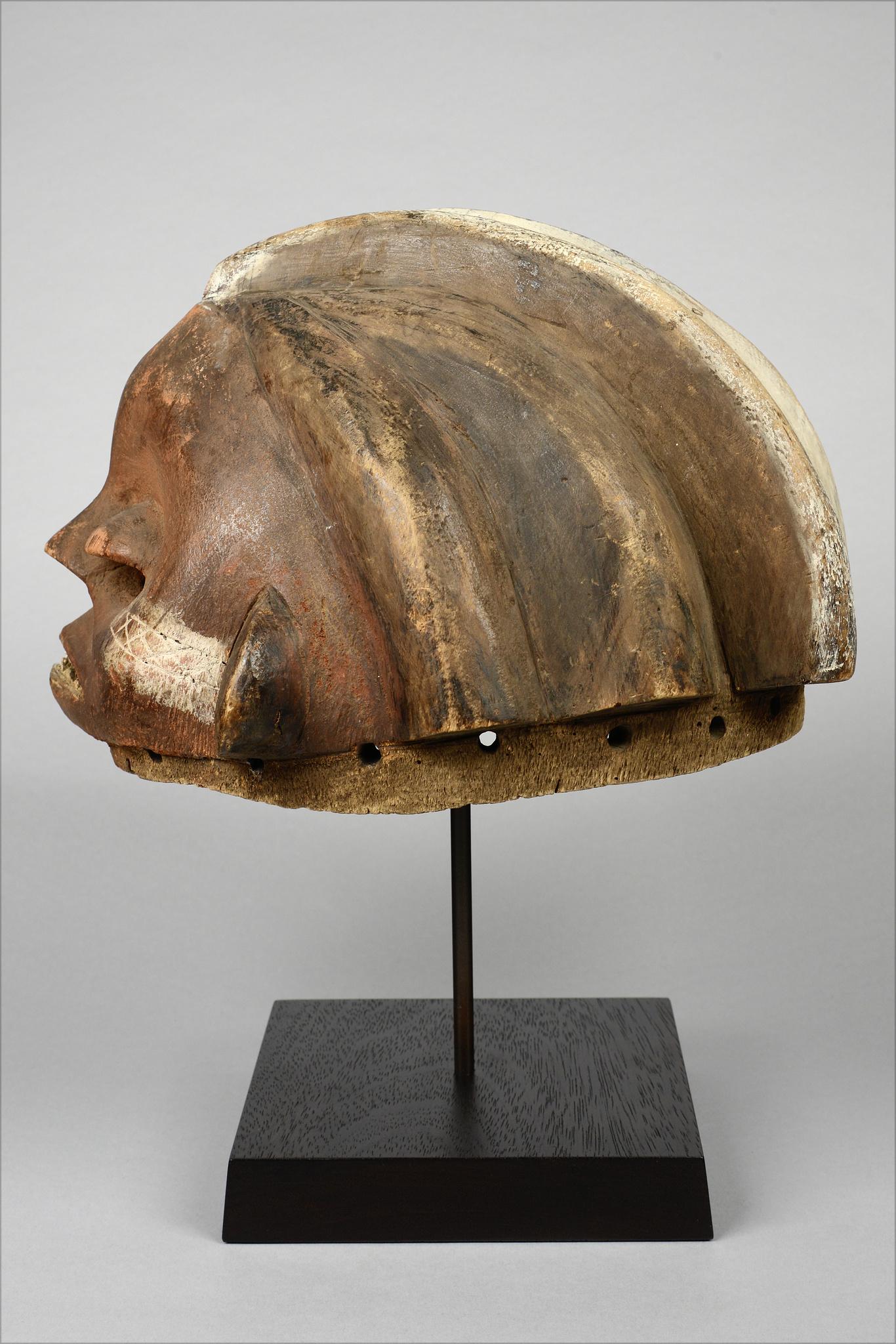 "Anthropomorphic helmet mask ""bakungu"""