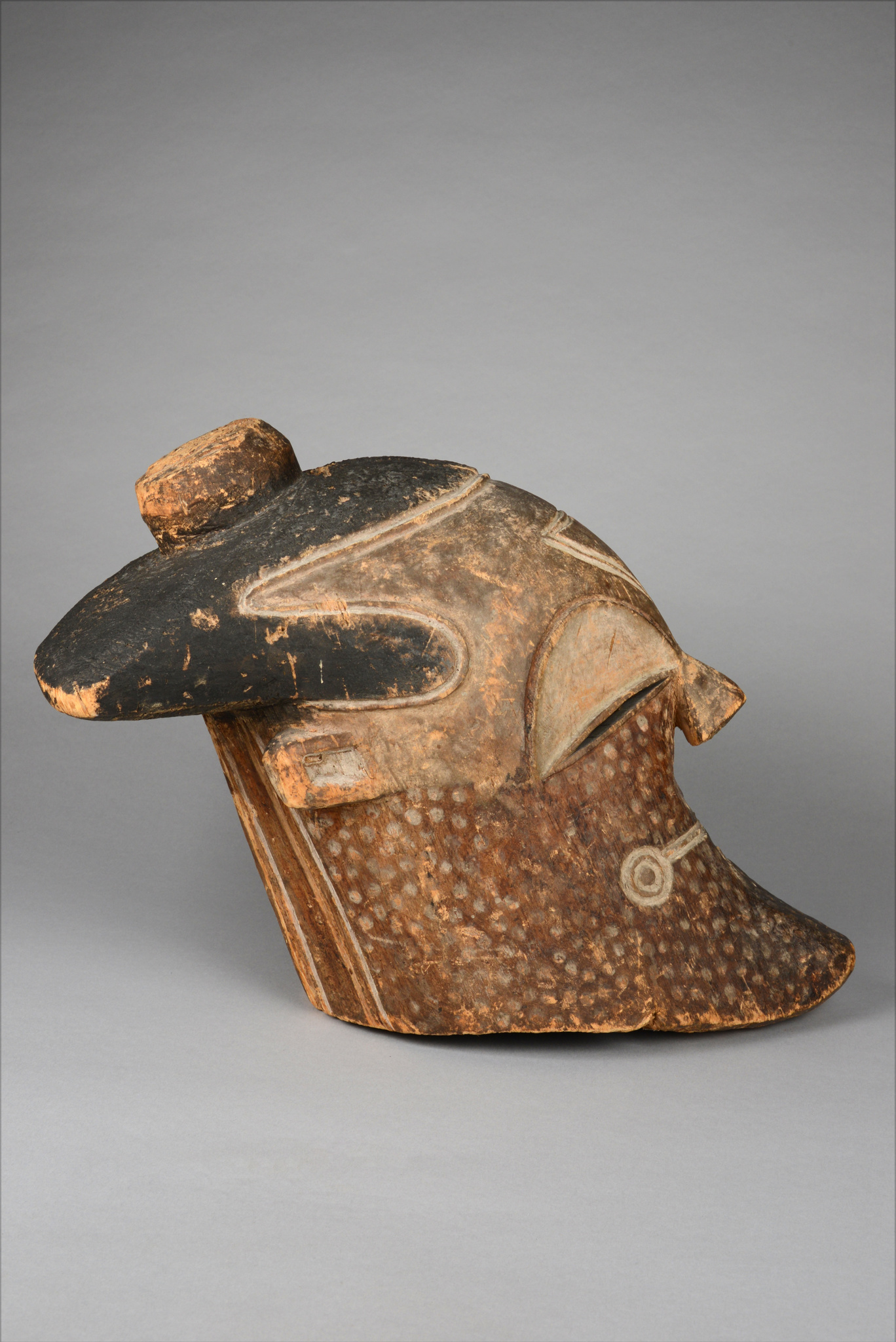"Early and rare helmet mask ""nnup"" or ""inuba"", before 1910"