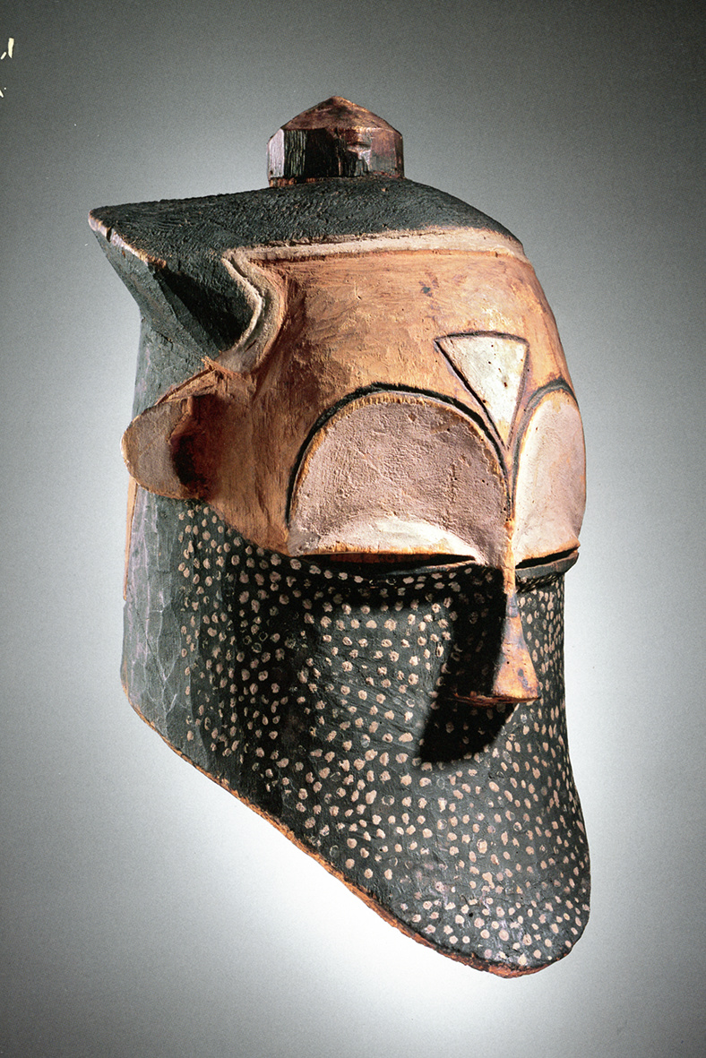 Early and rare helmet mask