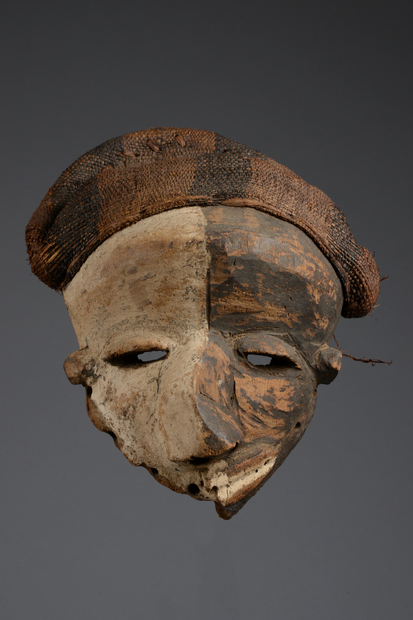 "Deformation mask ""mbangu"""