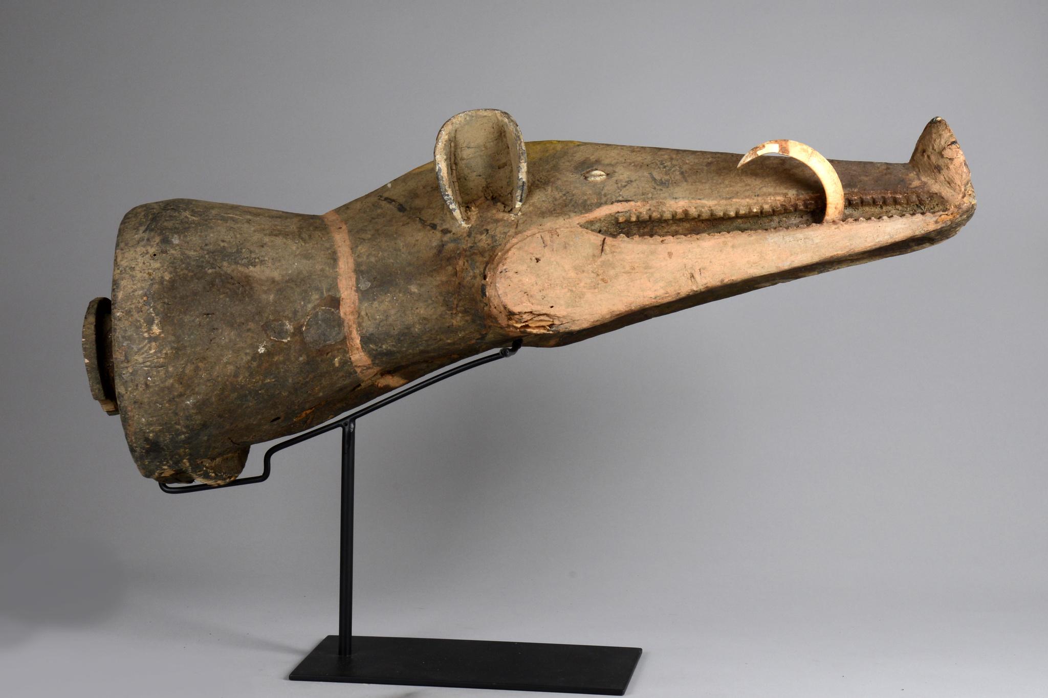Kopfstück eines großen Maskengestelles