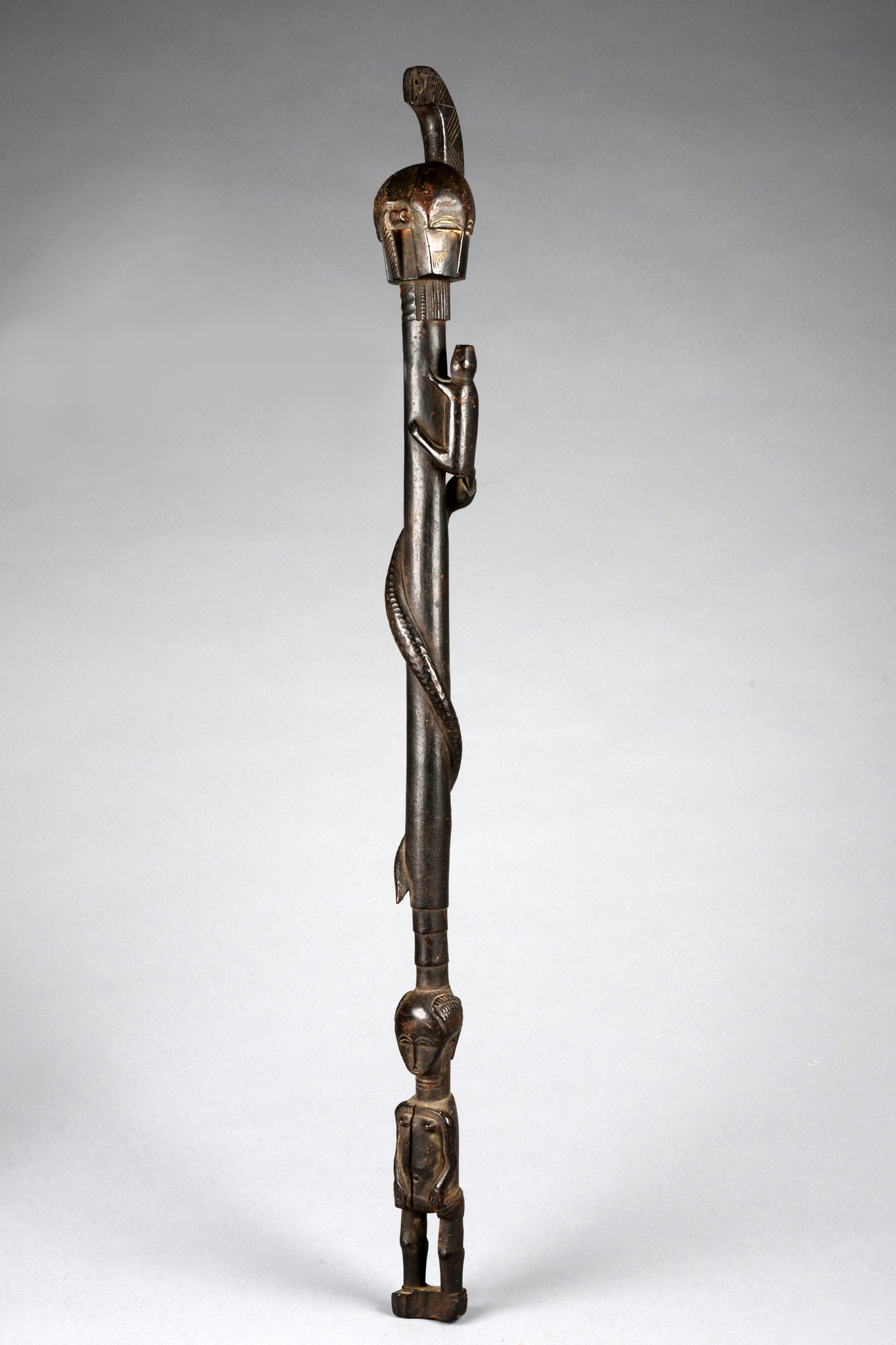 Figural beschnitzter Zeremonialstab