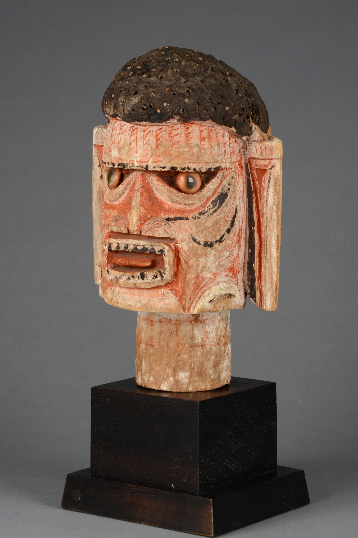 "Head sculpture ""malagan"""