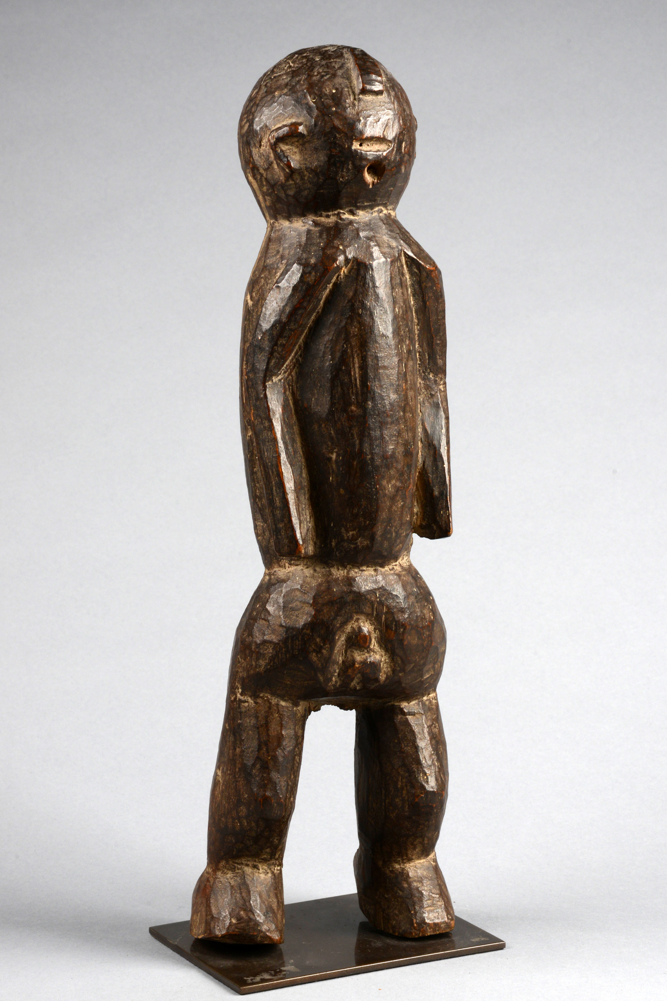 Stehende männliche Figur