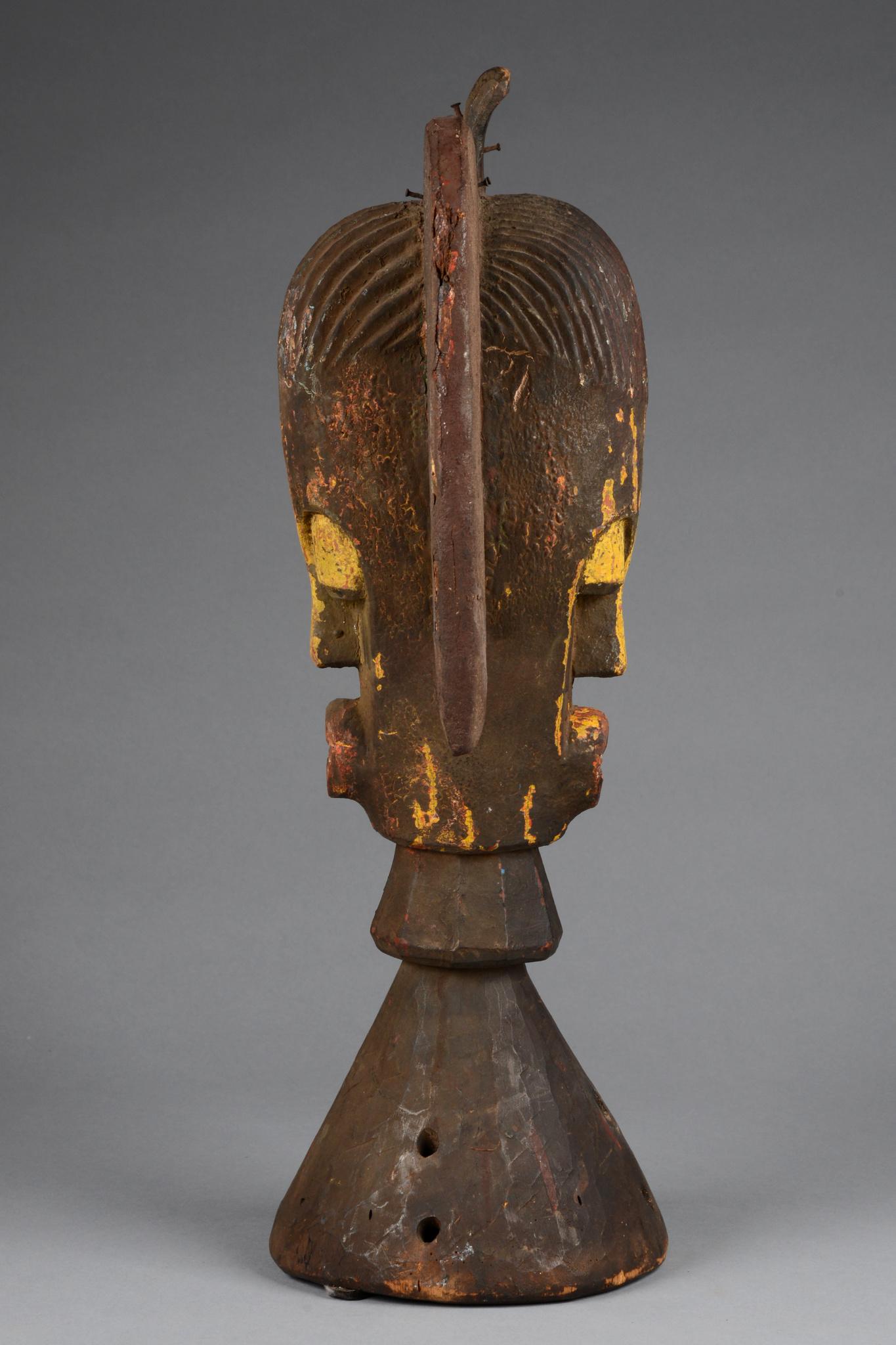 Dance crest with janus head - Auctionhouse Zemanek-Münster