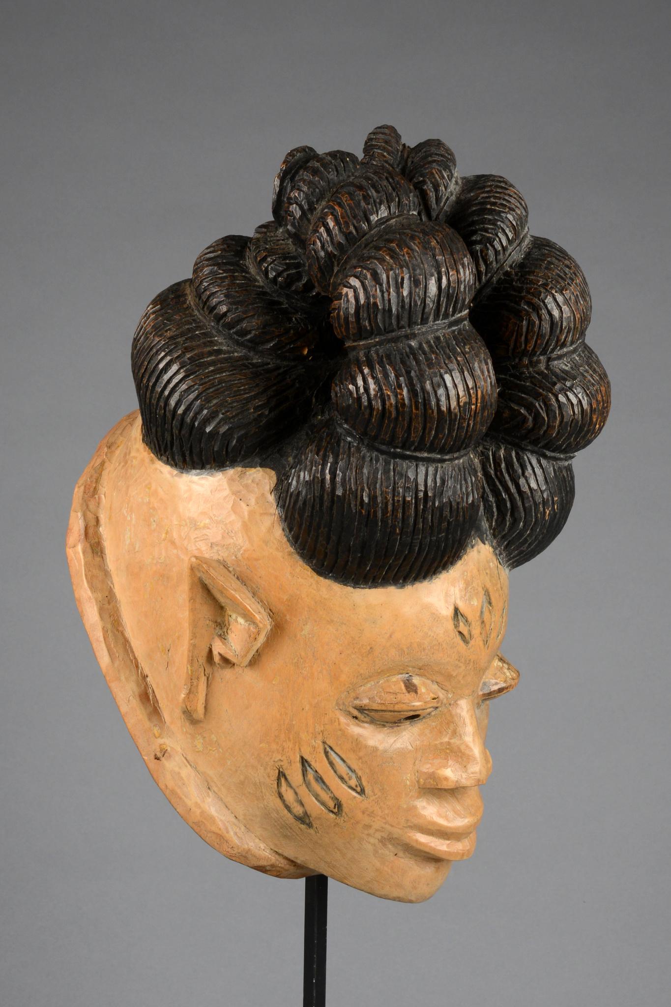 """Helmmaske """"gelede"""" mit kunstvoller Frisur"""