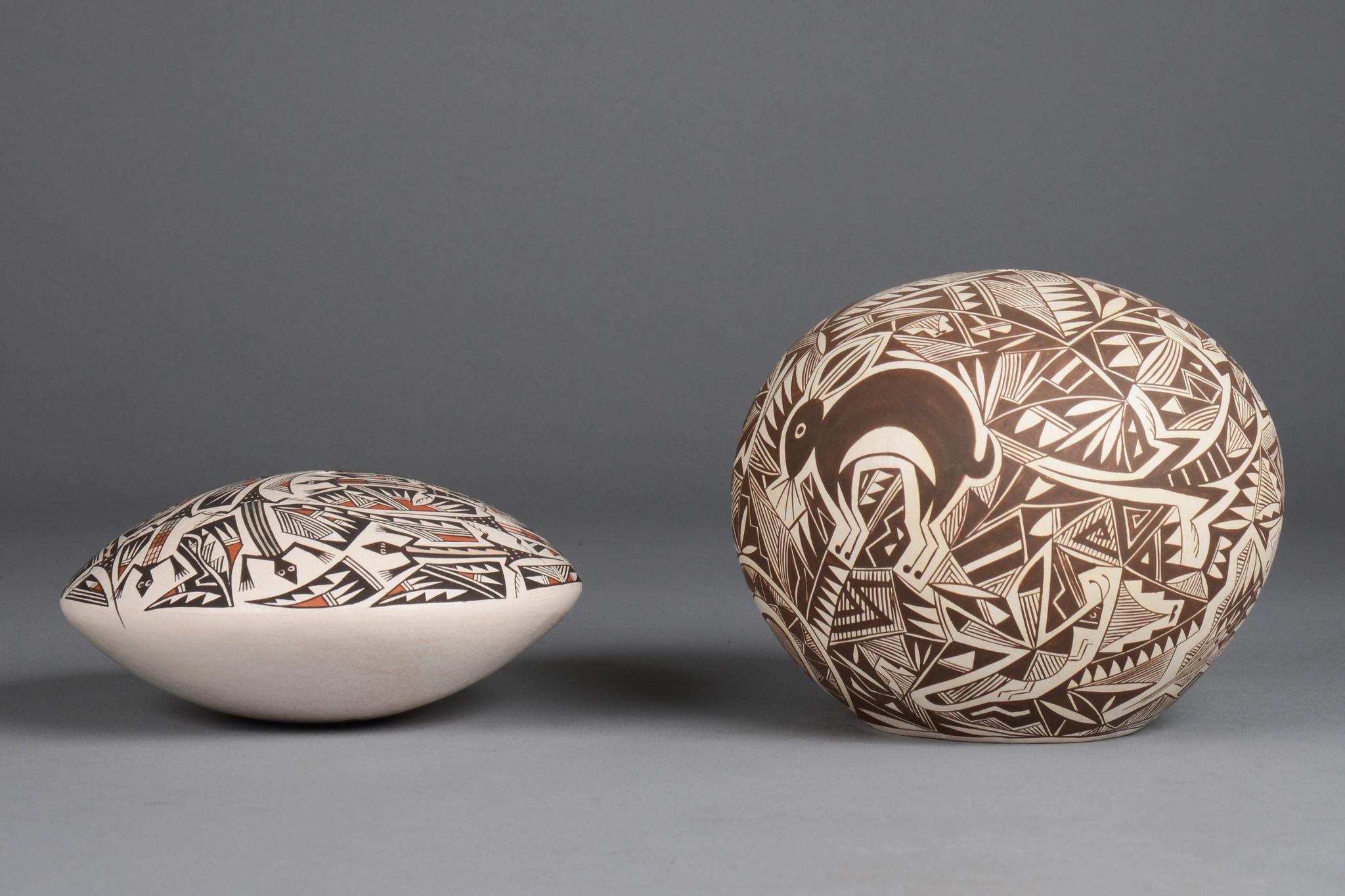 Zwei Samenbehälter mit klassischem Mimbres Dekor