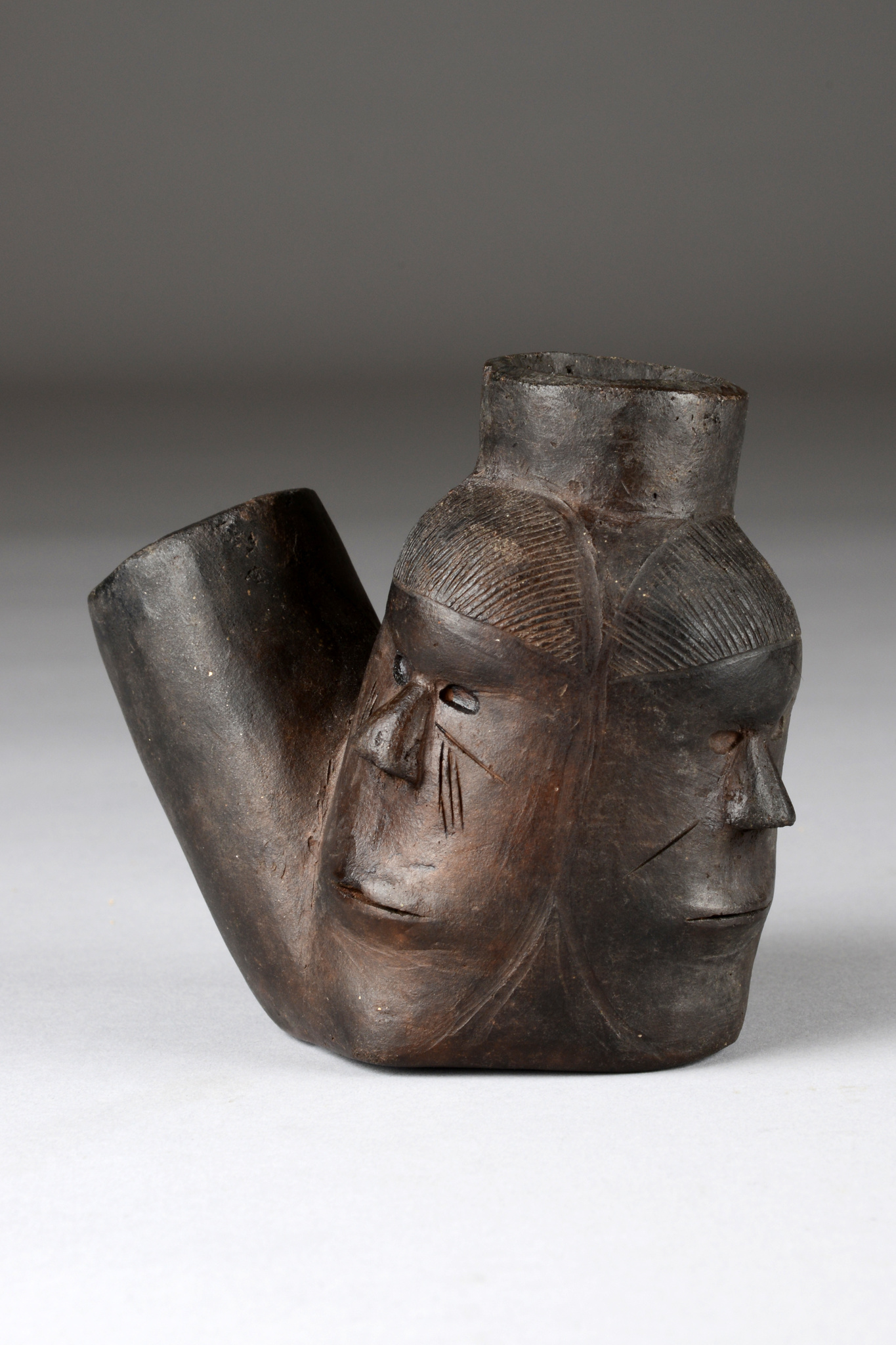 Three-faced pipe head