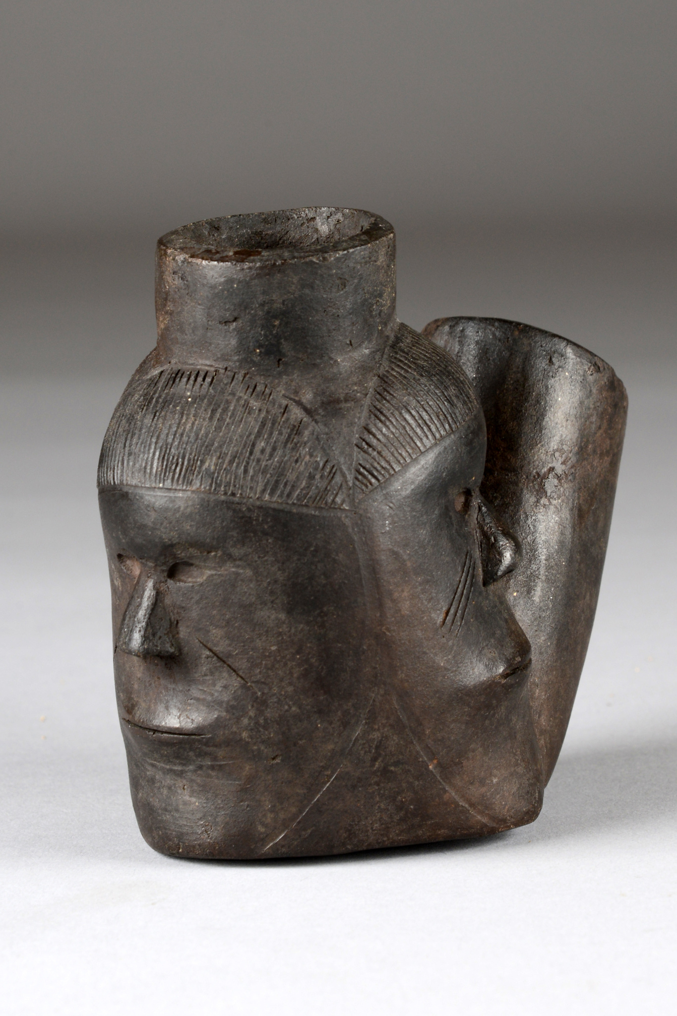 Pfeifenkopf mit drei Gesichtern