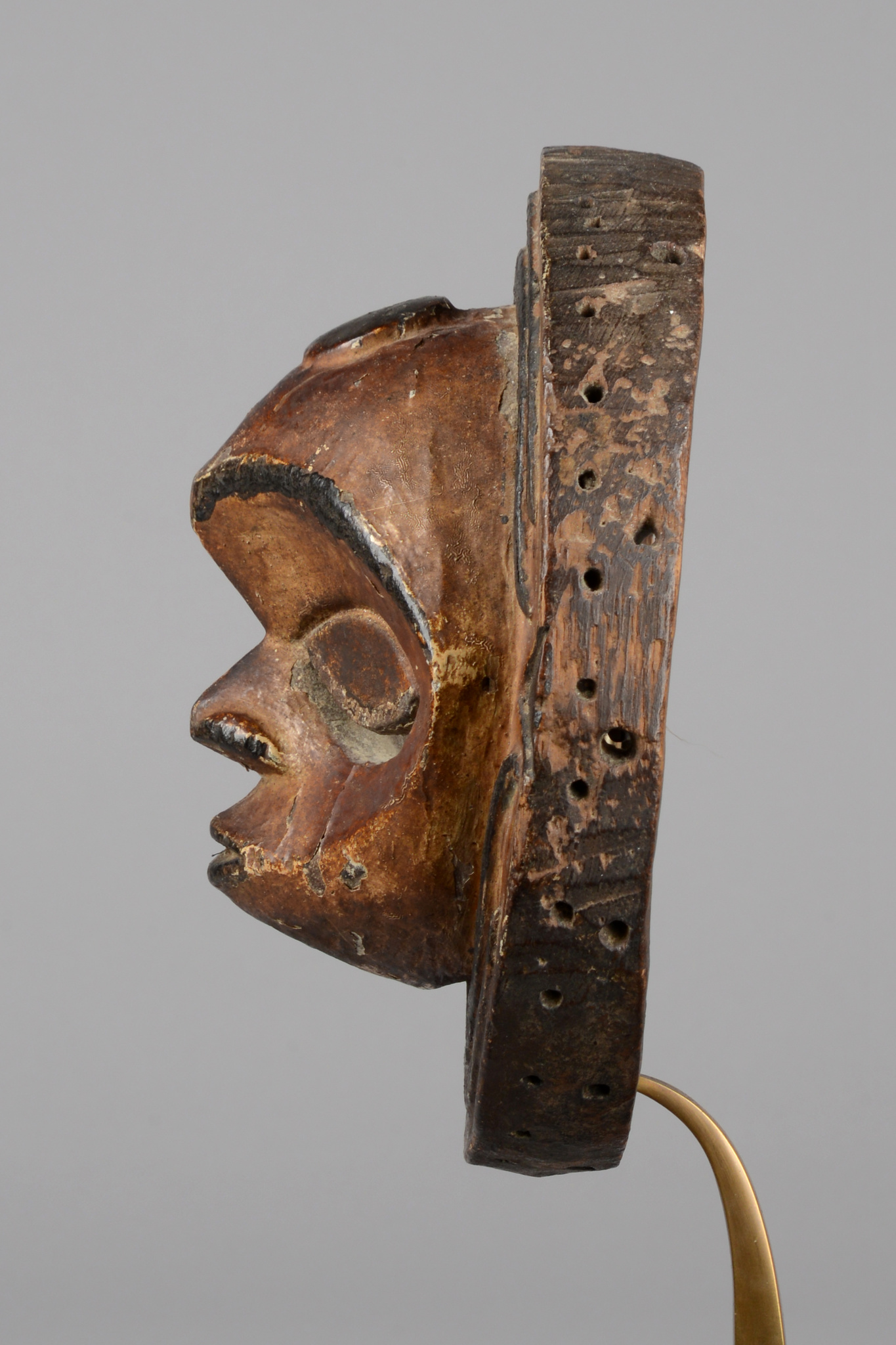 "Circular face mask for the ""ekpo"" society"
