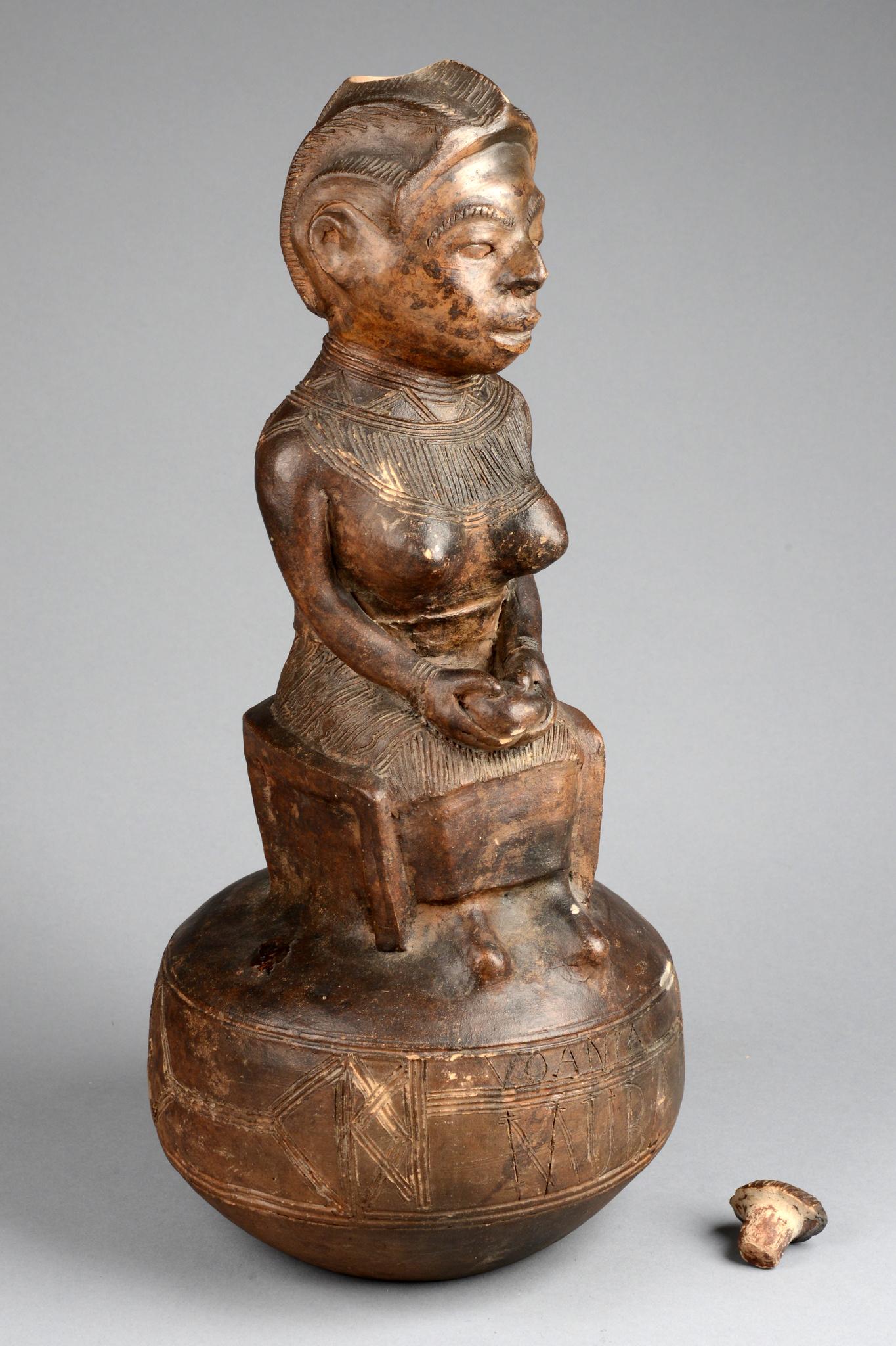 Figurales Gefäß des Künstlers Voania von Muba, vor 1928