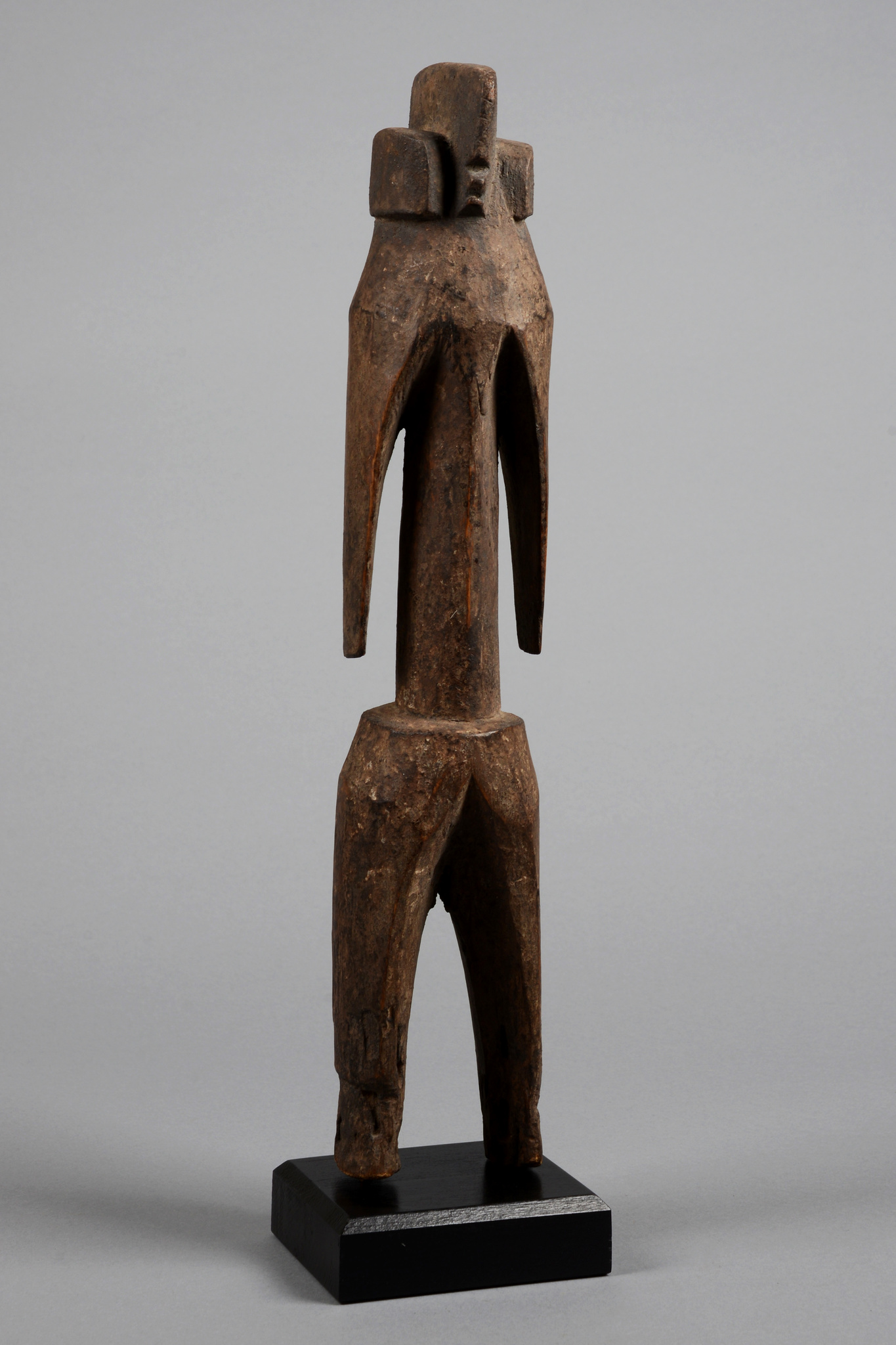Stehende anthropomorphe Figur