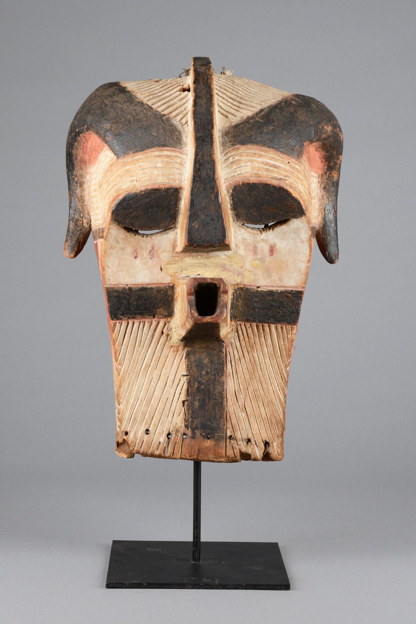 """Seltene und alte Maske """"kifwebe"""" mit Hörnern"""
