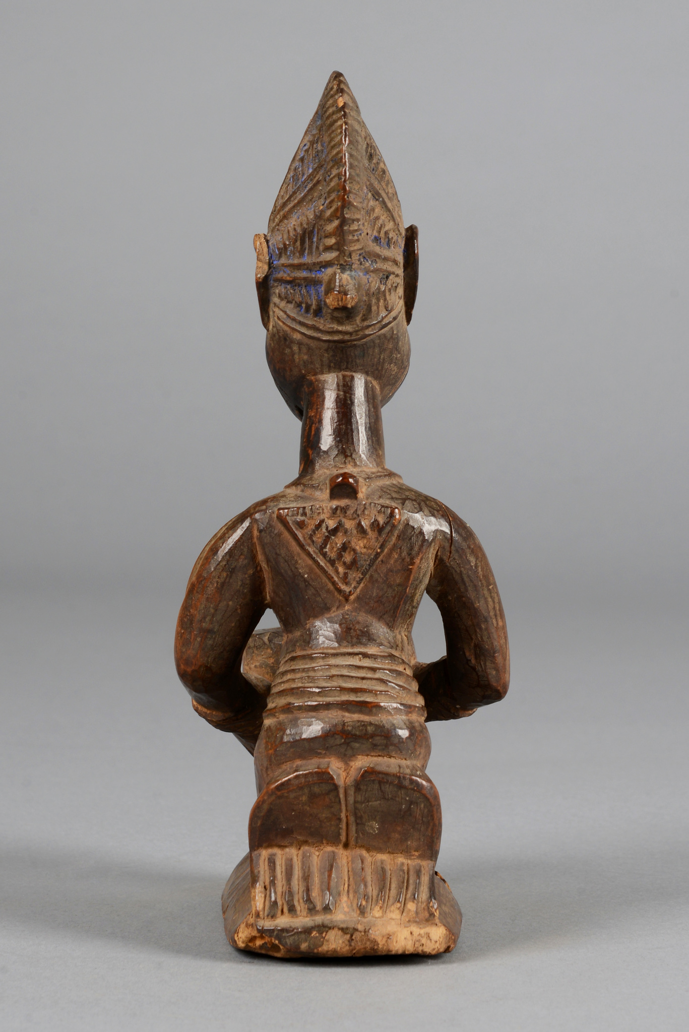 "Figure with bowl ""olumeye"""