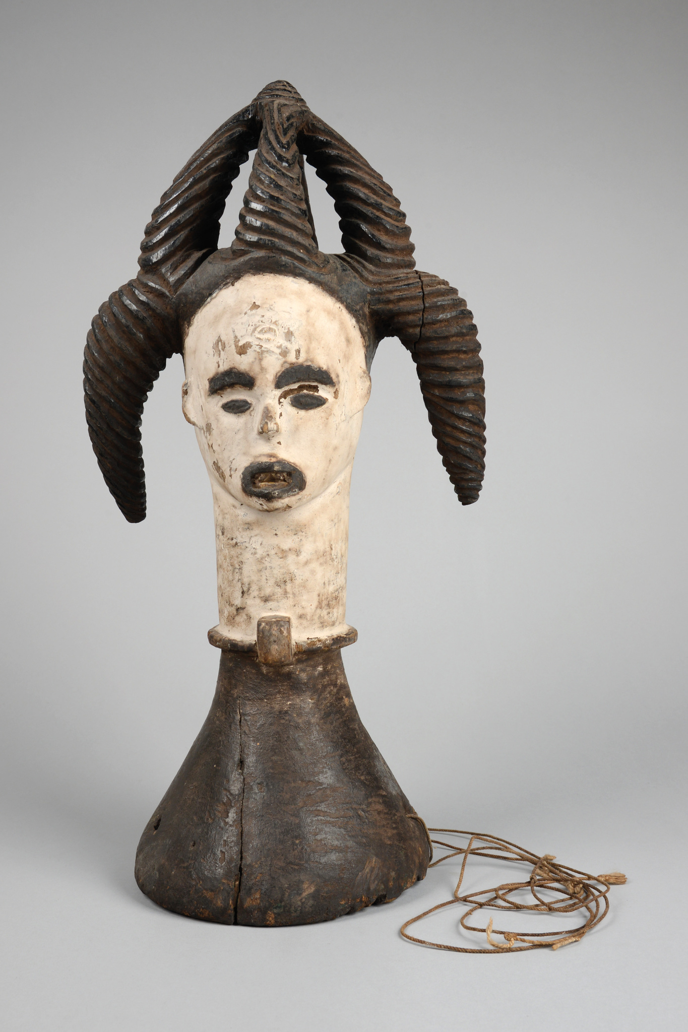 "Anthropomorphic headdress of the ""oglinye"" society"