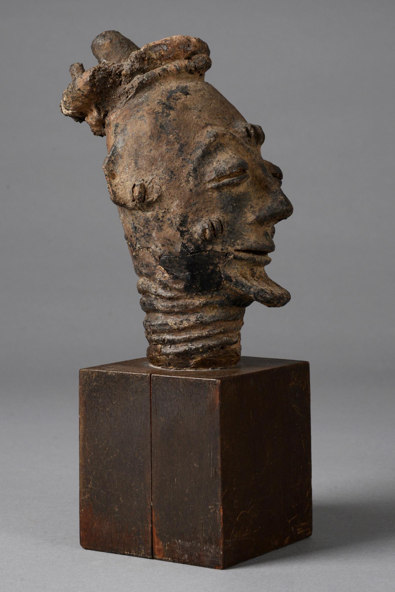 "Male head sculpture ""mma"""