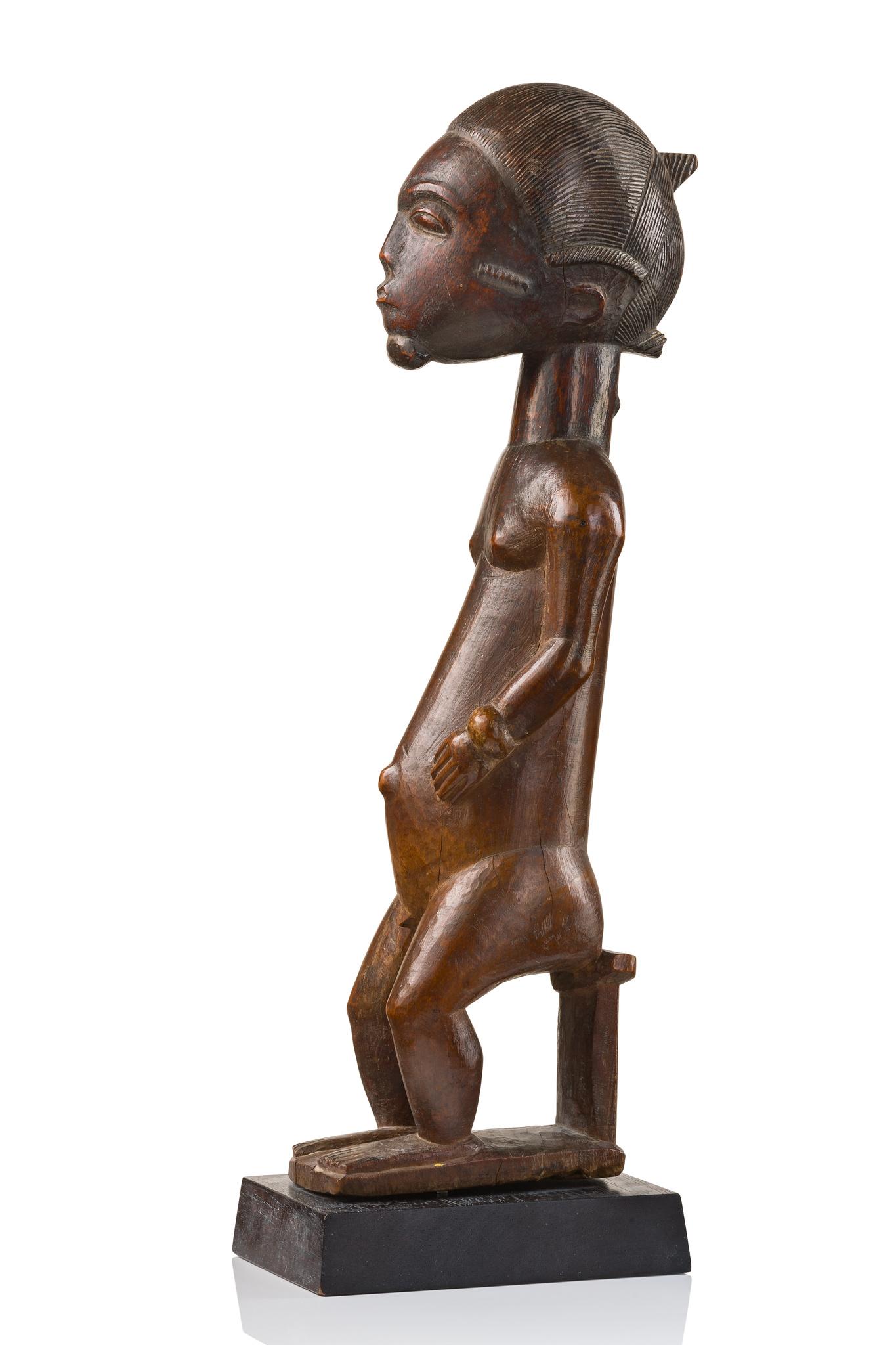 """Sitzende männliche Figur """"asie usu"""""""